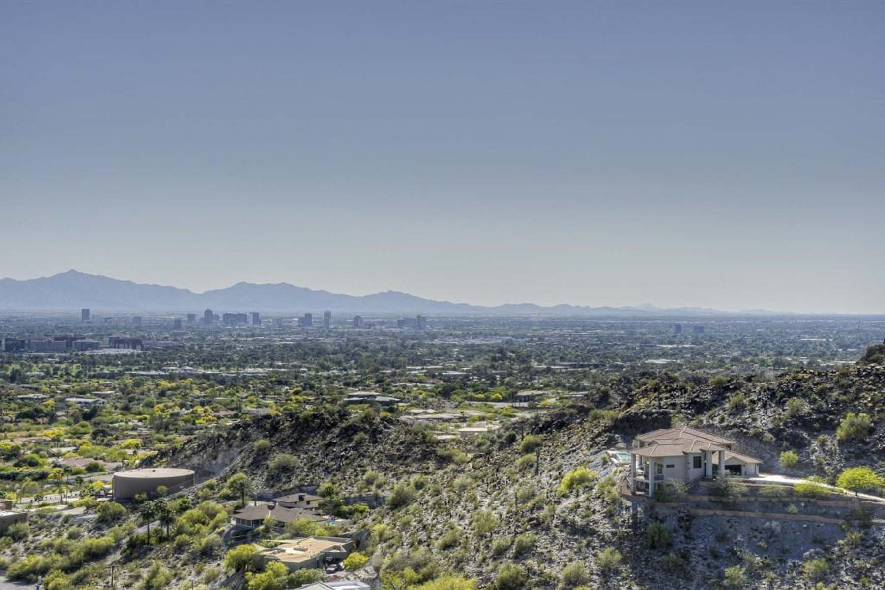 Terreno por un Venta en King of the Mountain with panoramic views of Downtown Phoenix. 6721 N 36TH ST 23 Phoenix, Arizona 85018 Estados Unidos