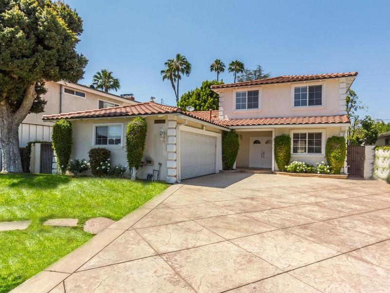 Maison unifamiliale pour l Vente à 16525 Otsego St Encino, Californie 91436 États-Unis