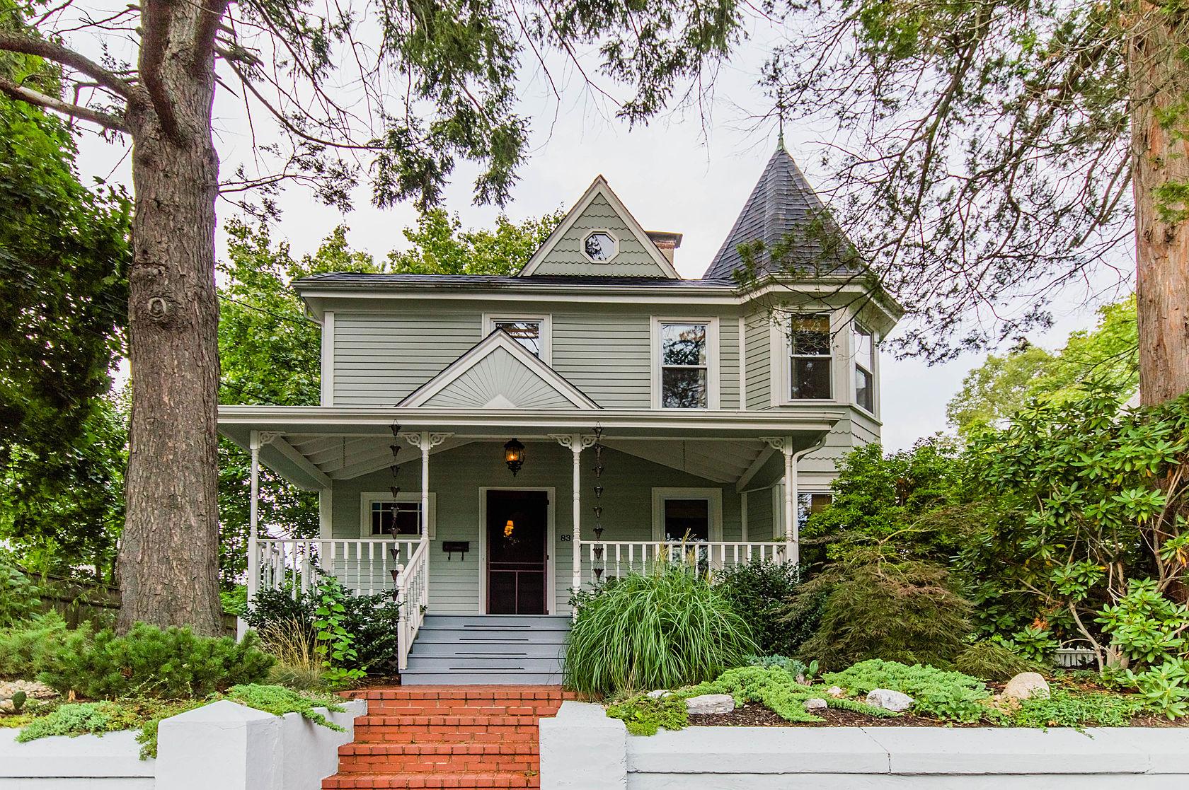 獨棟家庭住宅 為 出售 在 83 Temple Street West Roxbury, Boston, 麻塞諸塞州 02132 美國