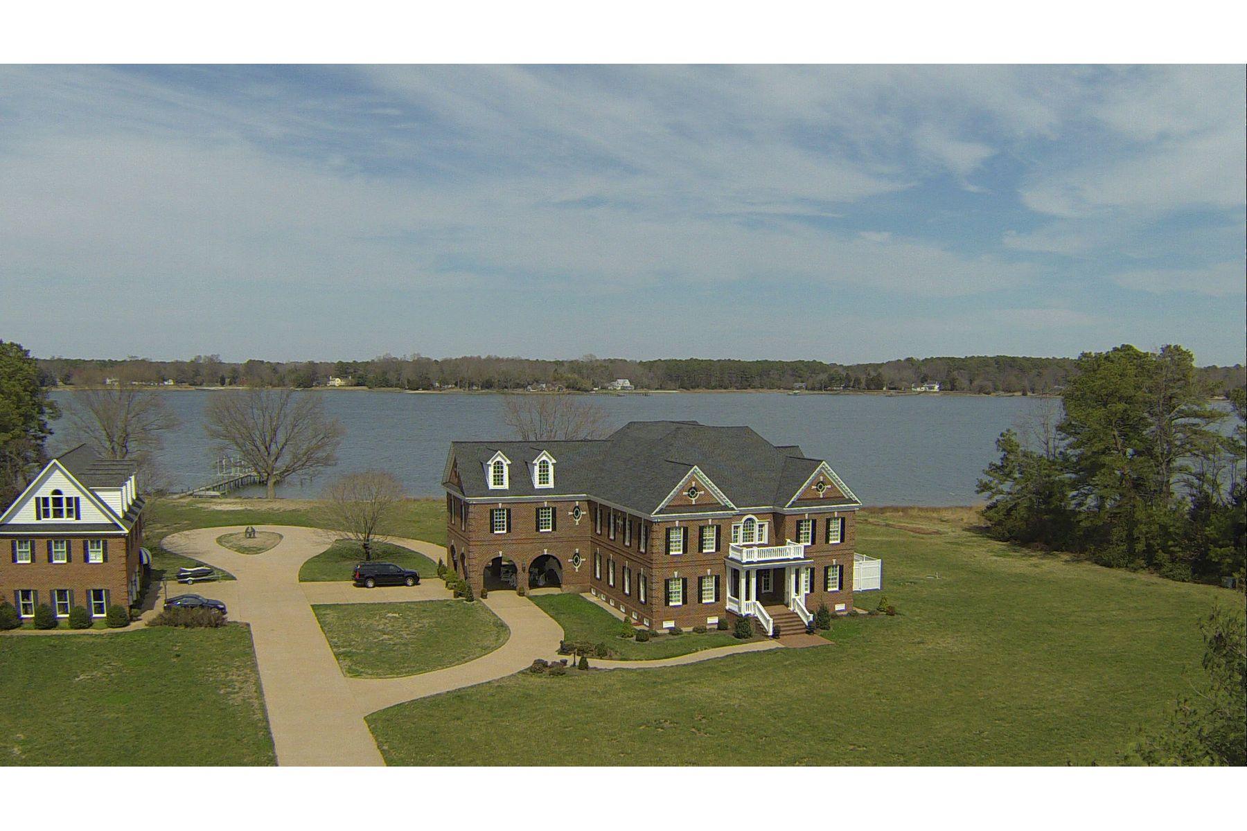 Nhà ở một gia đình vì Bán tại Cranefield 8473 BAILEY'S WHARF RD Gloucester, Virginia, 23061 Hoa Kỳ