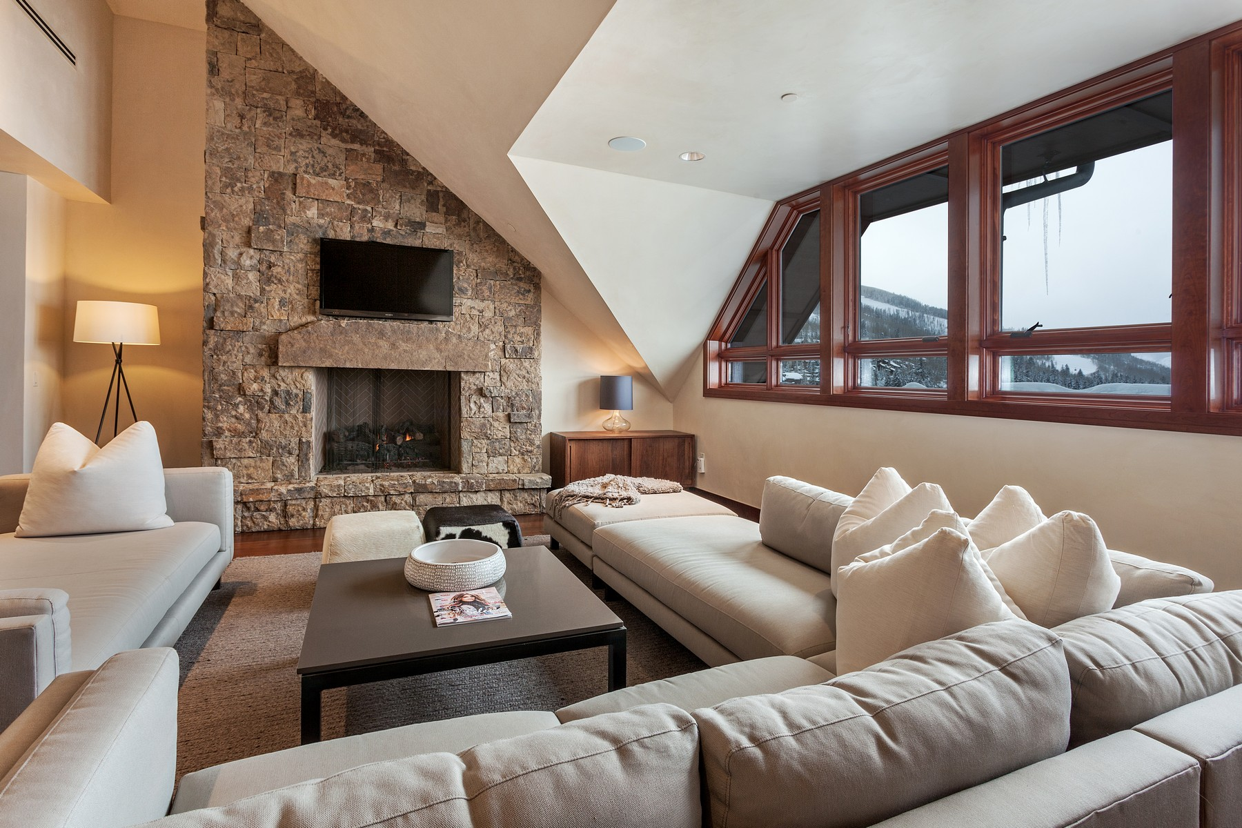 Condomínio para Venda às One of a Kind Solaris Penthouse 141 E. Meadow Drive #PH FW Vail, Colorado, 81657 Estados Unidos