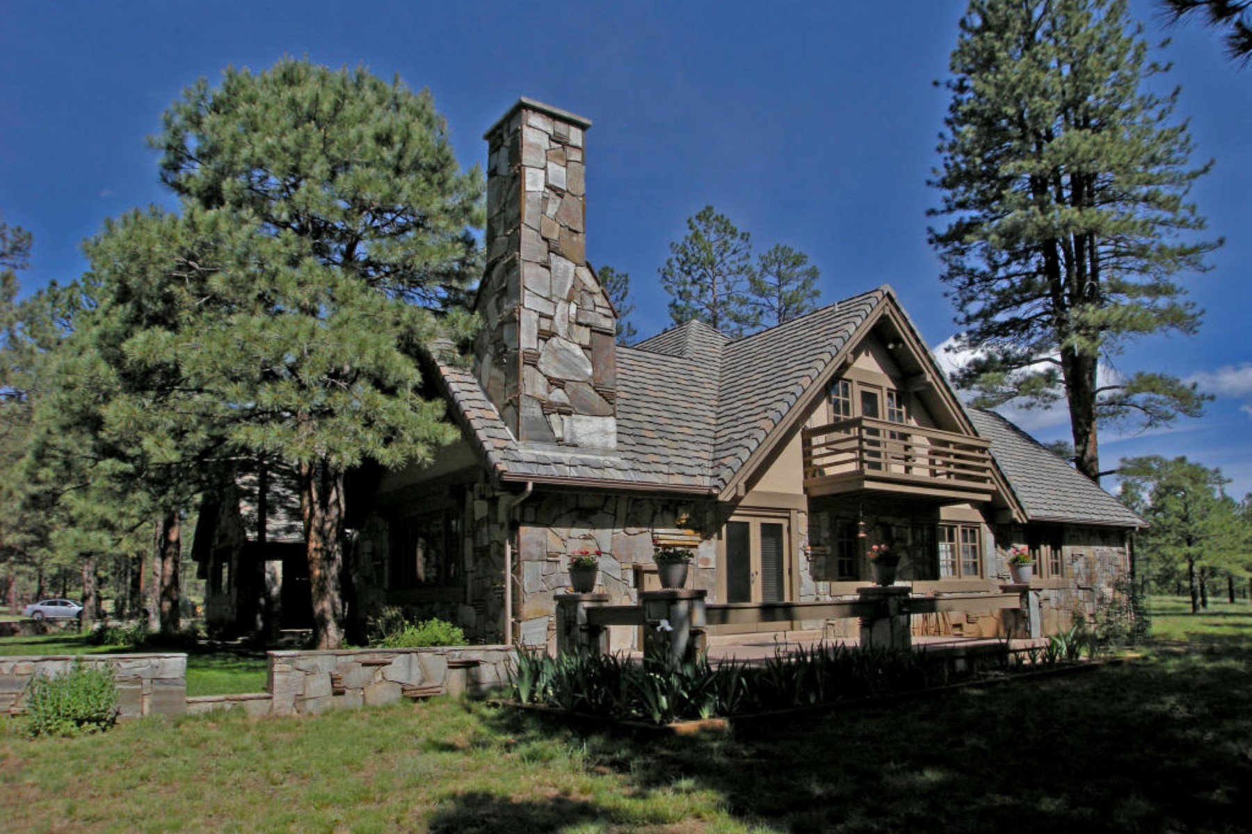Single Family Home for Sale at Extraordinary Land with an exceptional home situated on 26 acres. 4100 Hidden Hollow RD Flagstaff, Arizona 86001 United States