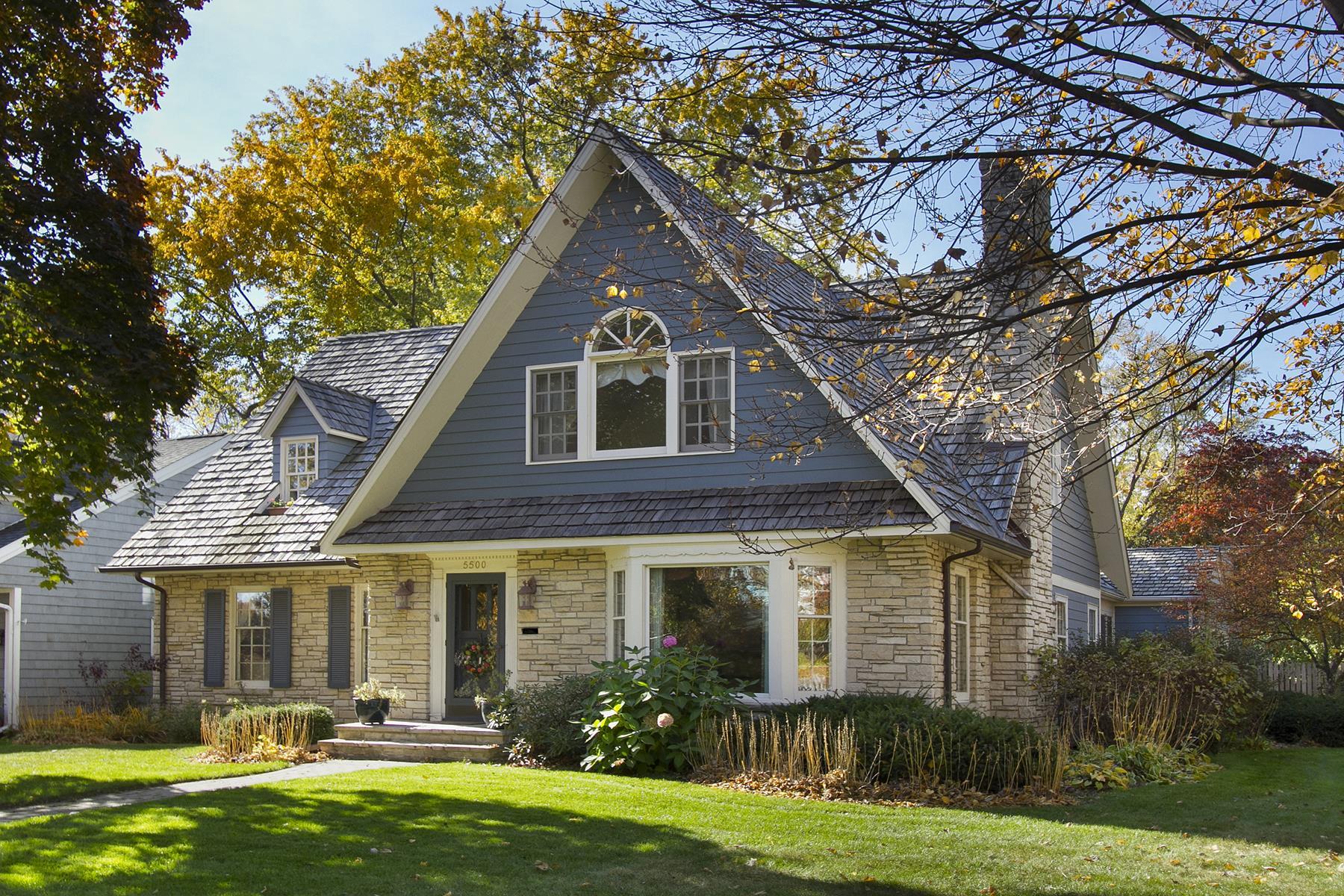 独户住宅 为 销售 在 5500 Brookview Avenue 伊代纳, 明尼苏达州, 55424 美国
