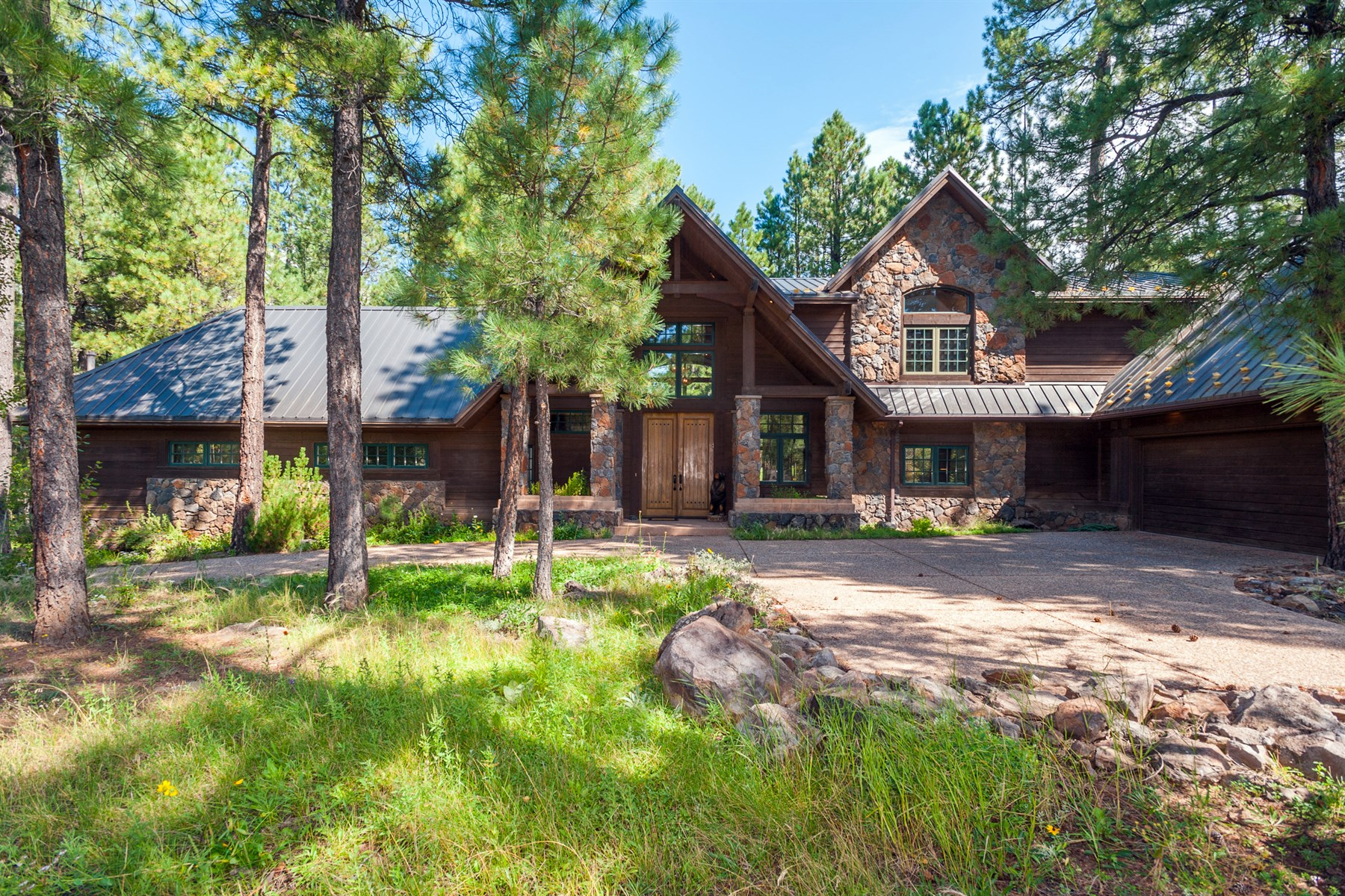 Single Family Home for Sale at magnificent Sandelin designed retreat is perfectly situated among the tall pines 58-2764 Bear Howard Flagstaff, Arizona 86005 United States