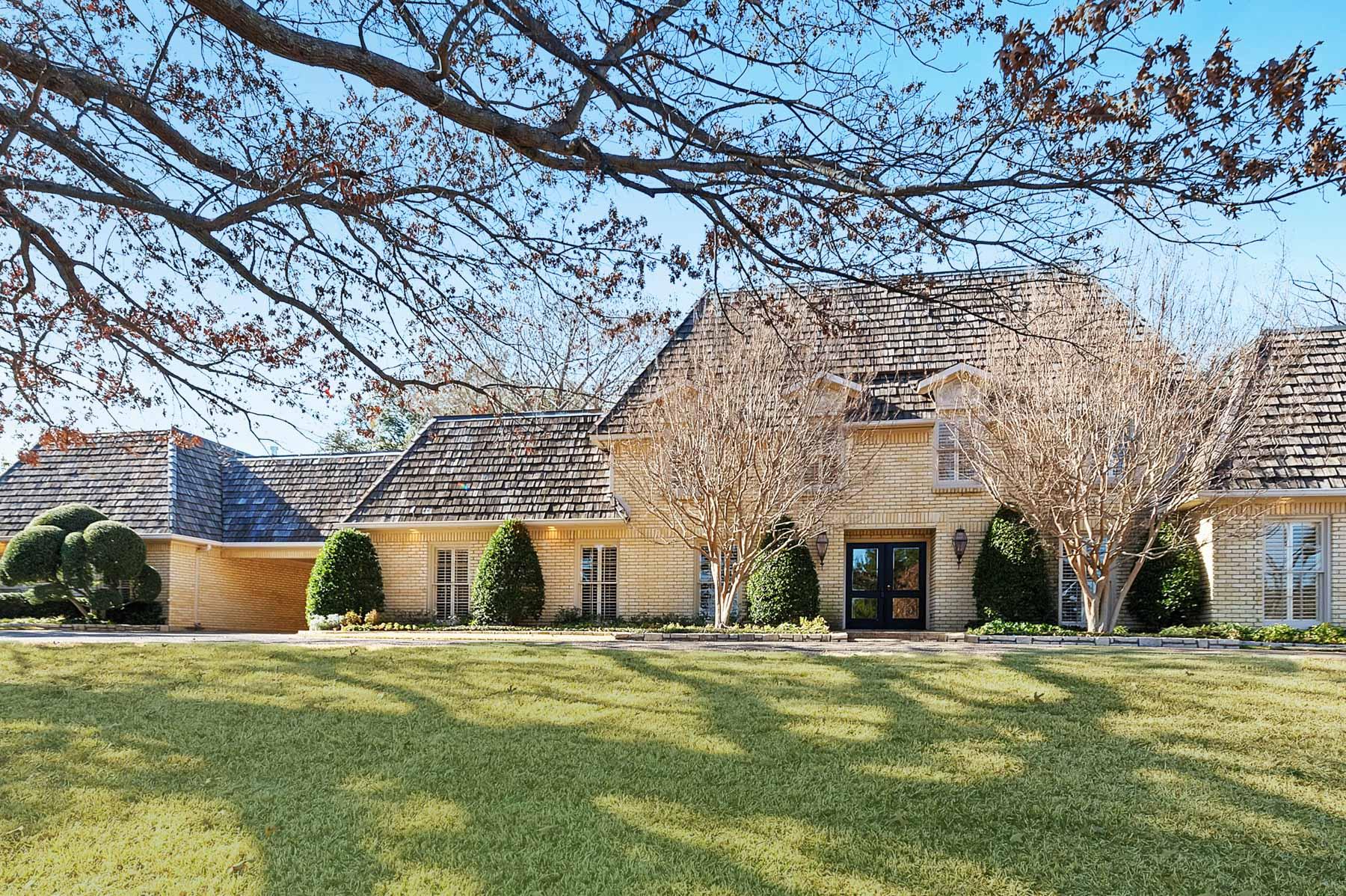 一戸建て のために 売買 アット Westover Hills Traditional 1512 Shady Oaks Lane Westover Hills, テキサス, 76107 アメリカ合衆国