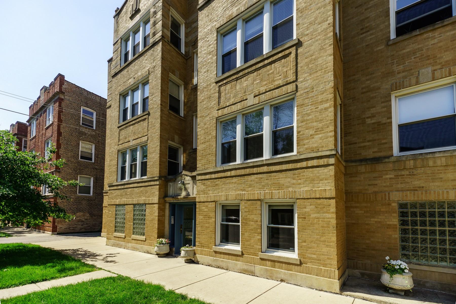 콘도미니엄 용 매매 에 Fantastic, South Facing Ravenswood Manor Duplex 3000 W Sunnyside Avenue Unit 1 Chicago, 일리노이즈, 60625 미국
