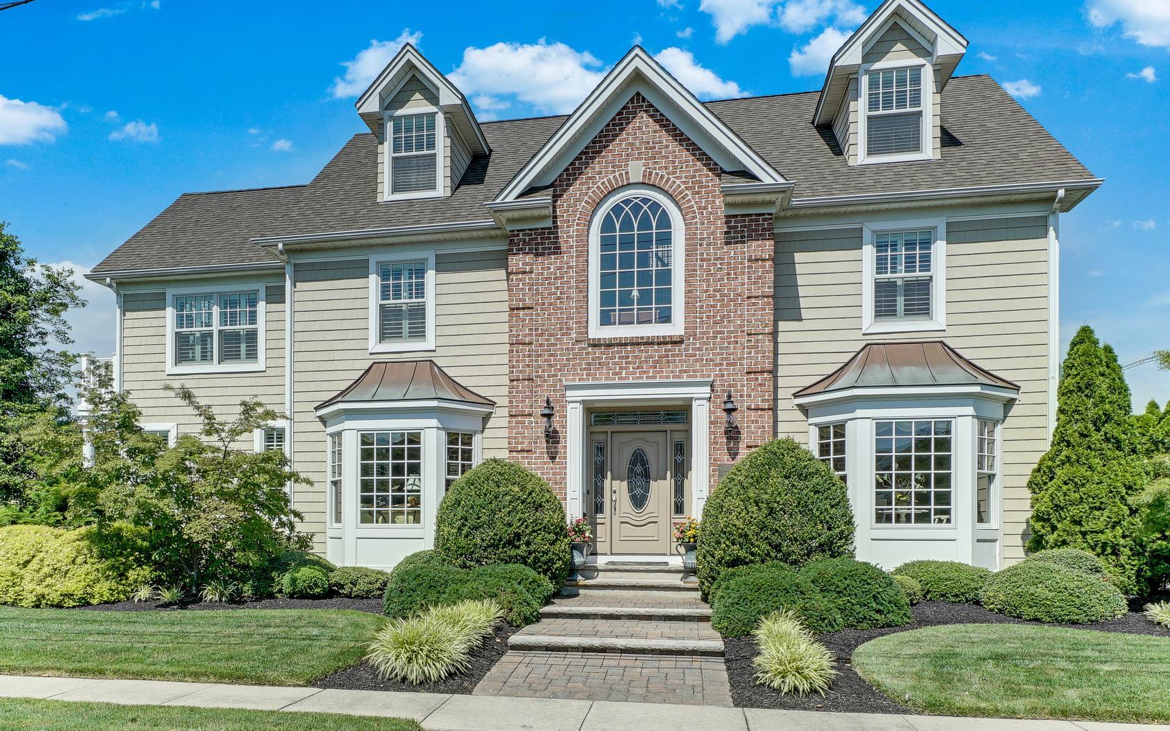Casa Unifamiliar por un Venta en Traditional Colonial! 301 Philadelphia Boulevard Sea Girt, Nueva Jersey, 08750 Estados Unidos