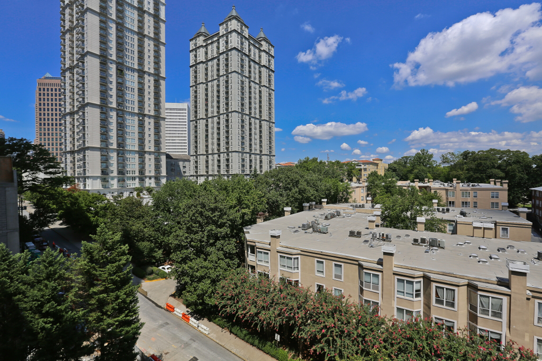 Additional photo for property listing at Beautiful Condo Near Piedmont Park 275 13th Street NE Unit 610 Atlanta, Georgien 30309 Usa