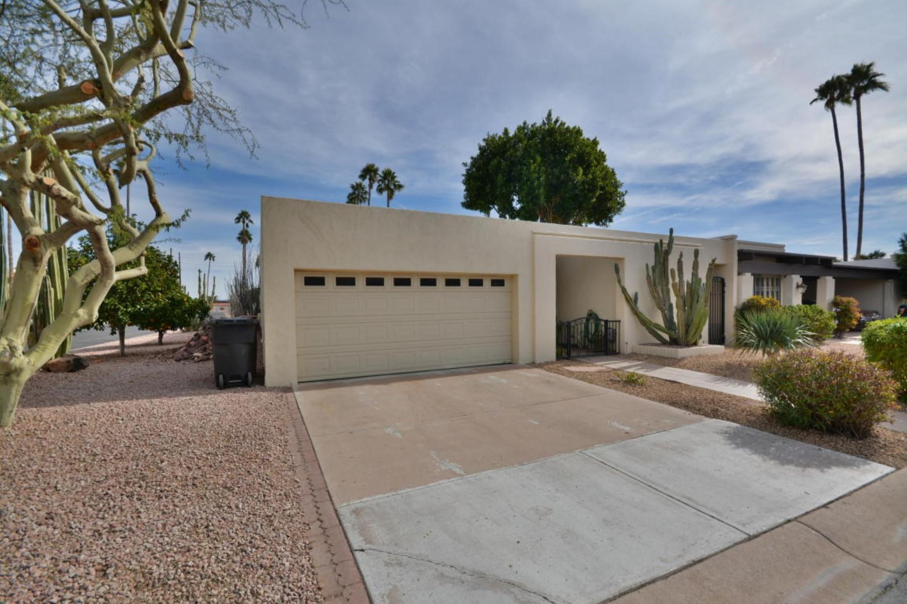 Villetta a schiera per Vendita alle ore Beautifully built townhome by renowned builder ET Wright 4123 N 87th Way Scottsdale, Arizona 85251 Stati Uniti