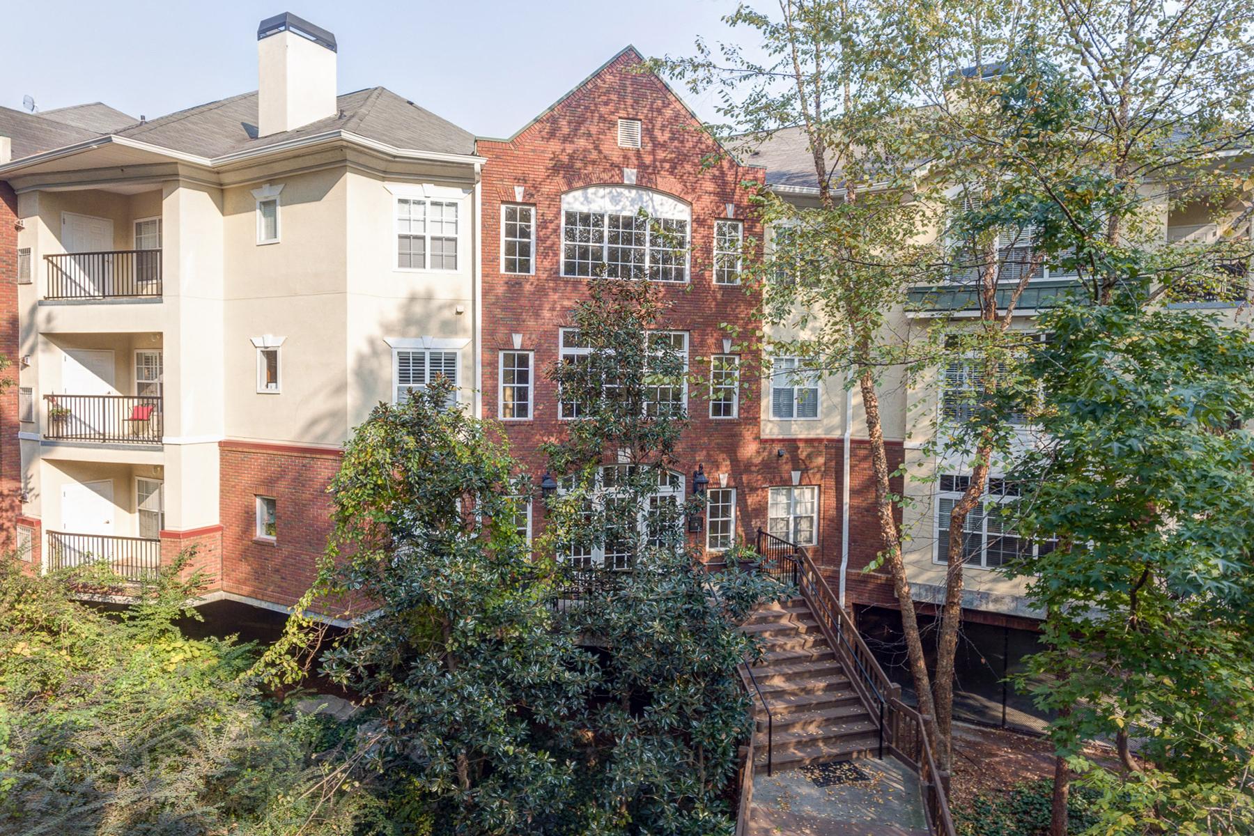 共管式独立产权公寓 为 销售 在 Charming Traditional Condo In The Heart Of Buckhead 424 Lindbergh Drive NE Unit 210 亚特兰大, 乔治亚州, 30305 美国