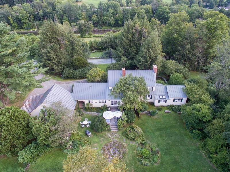 独户住宅 为 销售 在 Rivendell 1509 Old River Road 伍德斯托克, 佛蒙特州 05091 美国