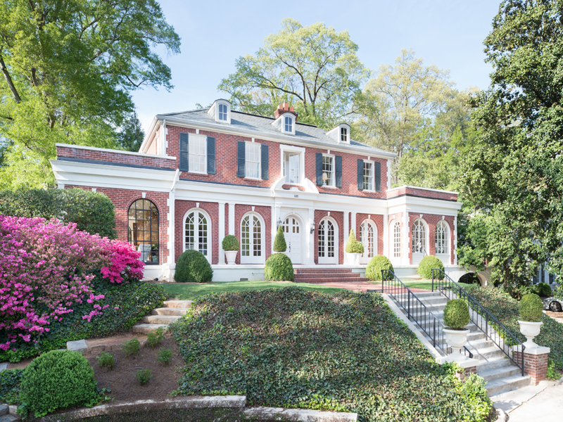 Частный односемейный дом для того Продажа на Magnificent Georgian Beauty In Buckhead 315 Peachtree Battle Avenue Haynes Manor, Atlanta, Джорджия 30305 Соединенные Штаты