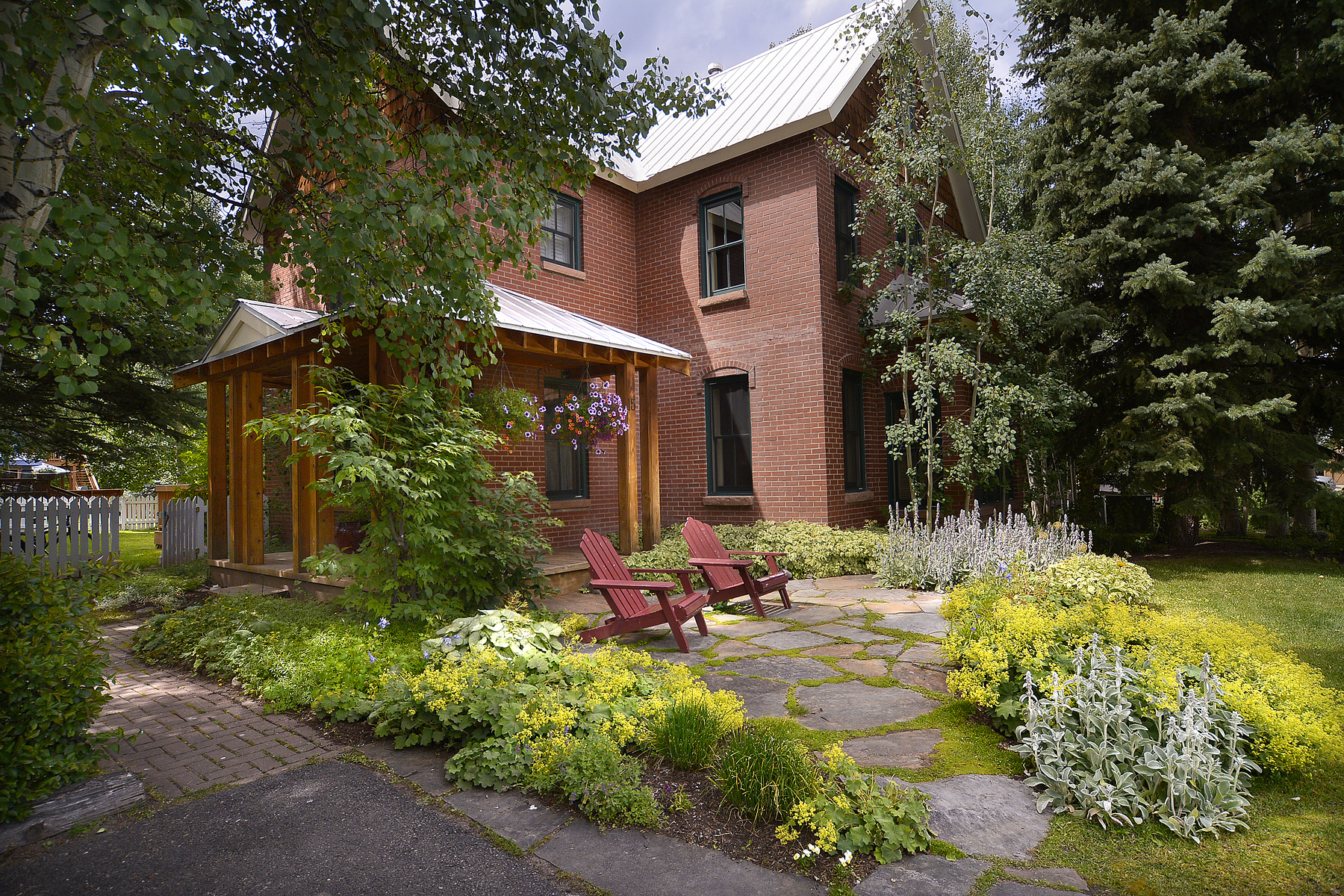 Частный односемейный дом для того Продажа на Crested Butte Victorian 15 Third Street Crested Butte, Колорадо, 81224 Соединенные Штаты