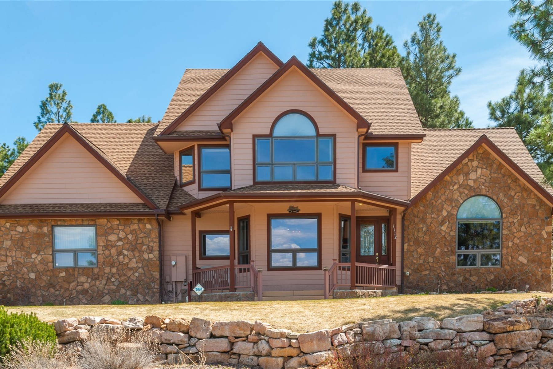 Moradia para Venda às Wonderful home with the view of San Francisco Peaks. 1112 N Fox Hill RD Flagstaff, Arizona 86004 Estados Unidos