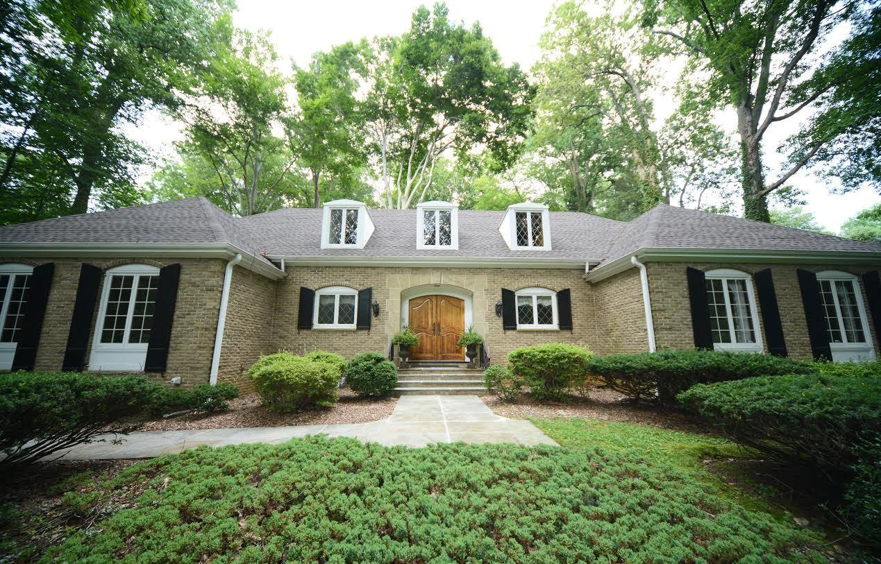 Maison unifamiliale pour l Vente à 18 Autumn Ln Middletown, New Jersey 07748 États-Unis