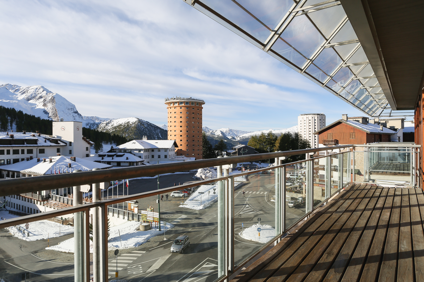 Additional photo for property listing at Unique Apartment in front of the Setriere ski slopes Via Pinerolo Sestriere, Turin 10058 Italia