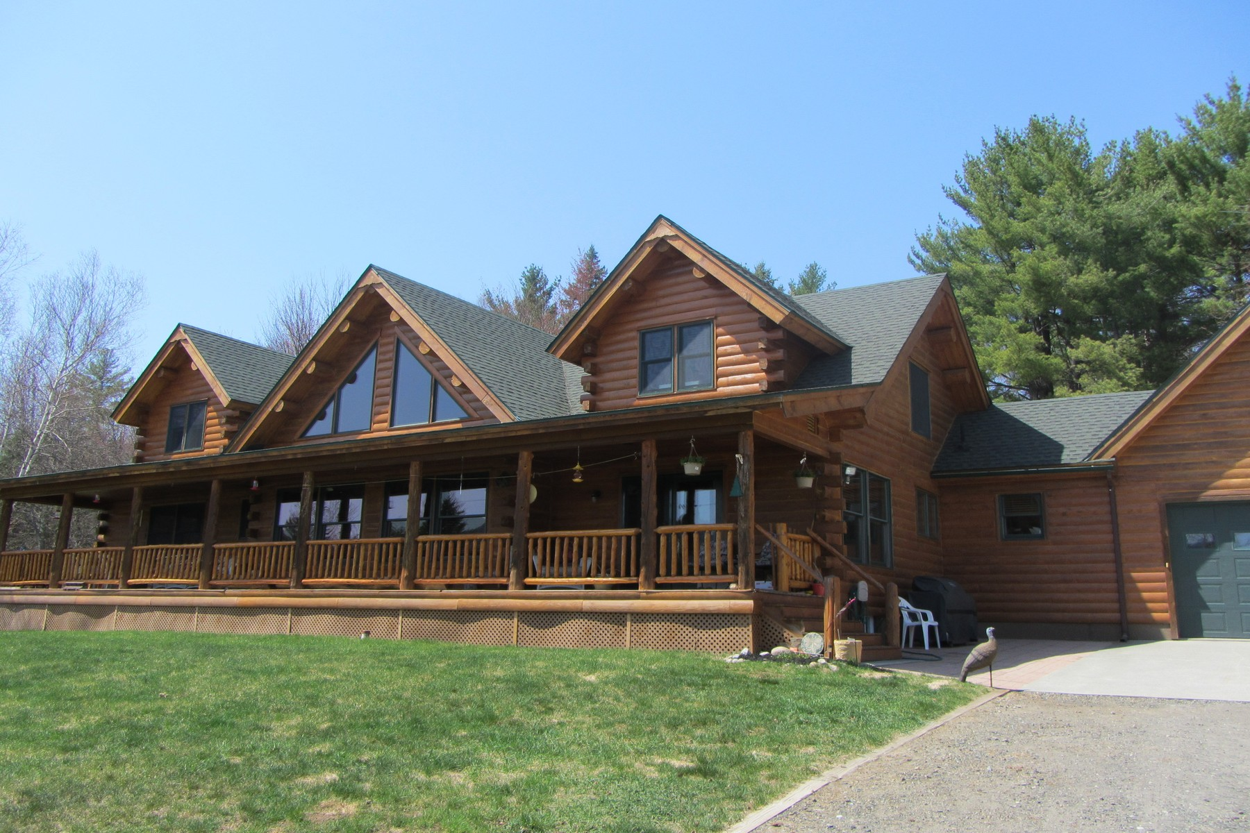 Casa para uma família para Venda às Beautiful Log Home on 39 Acres! 546 Hardy Road Wilmington, Nova York 12997 Estados Unidos