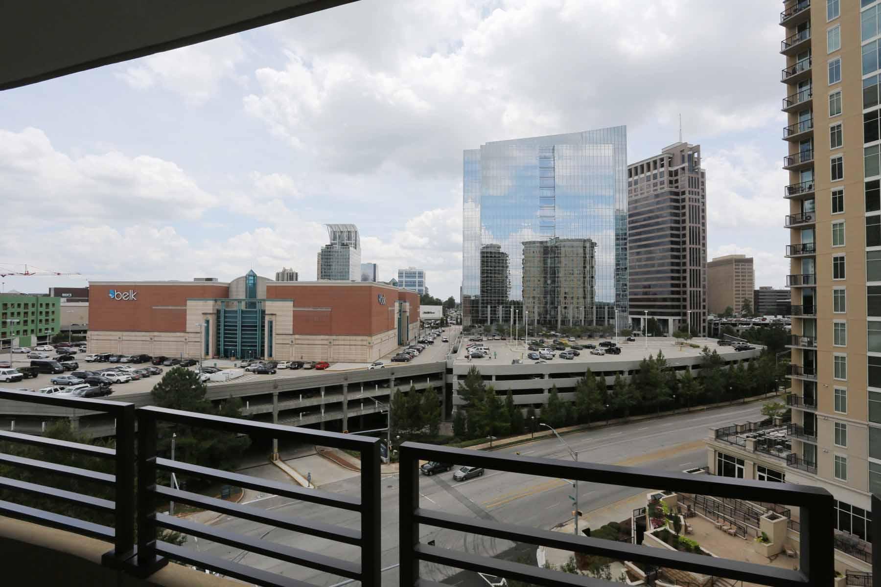 Condominio por un Venta en Pristine Condo 700 Park Regency Place NE No. 1204 Atlanta, Georgia, 30326 Estados Unidos