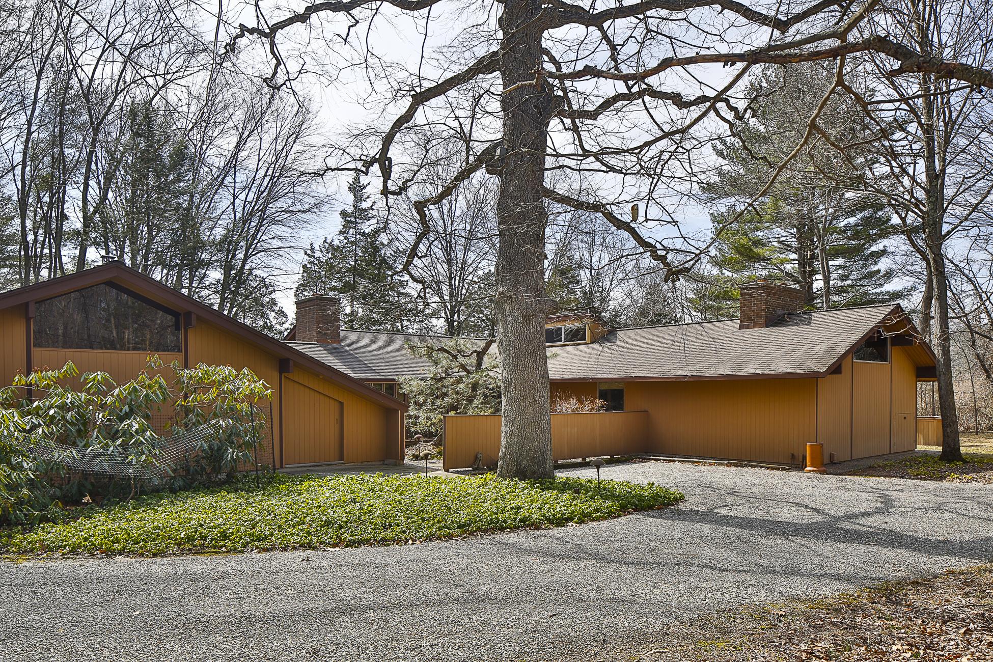Maison unifamiliale pour l Vente à A Great Escape - Hopewell Township 3 East Shore Drive Princeton, New Jersey 08540 États-Unis