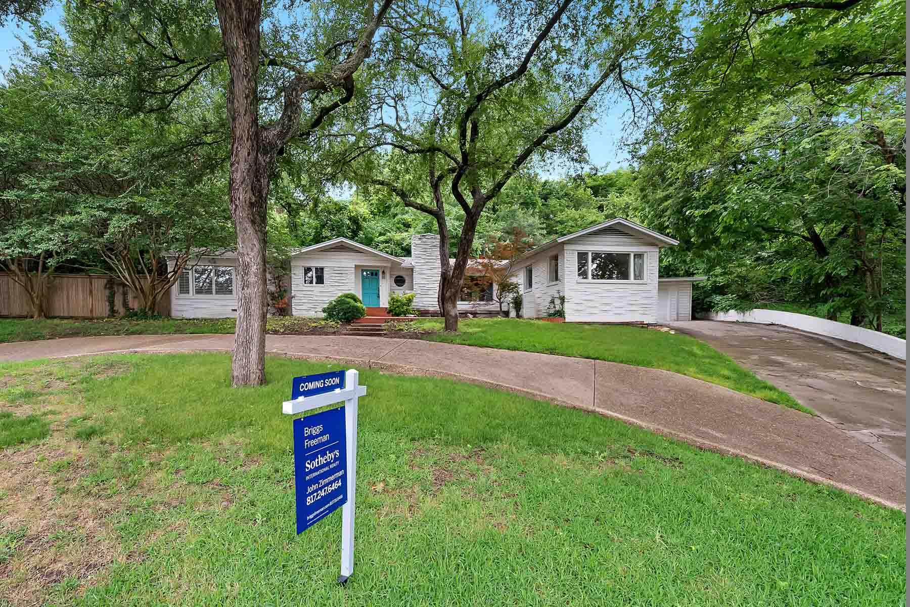 Casa para uma família para Venda às Traditional, Northcrest 1900 Merrick Street Fort Worth, Texas, 76107 Estados Unidos