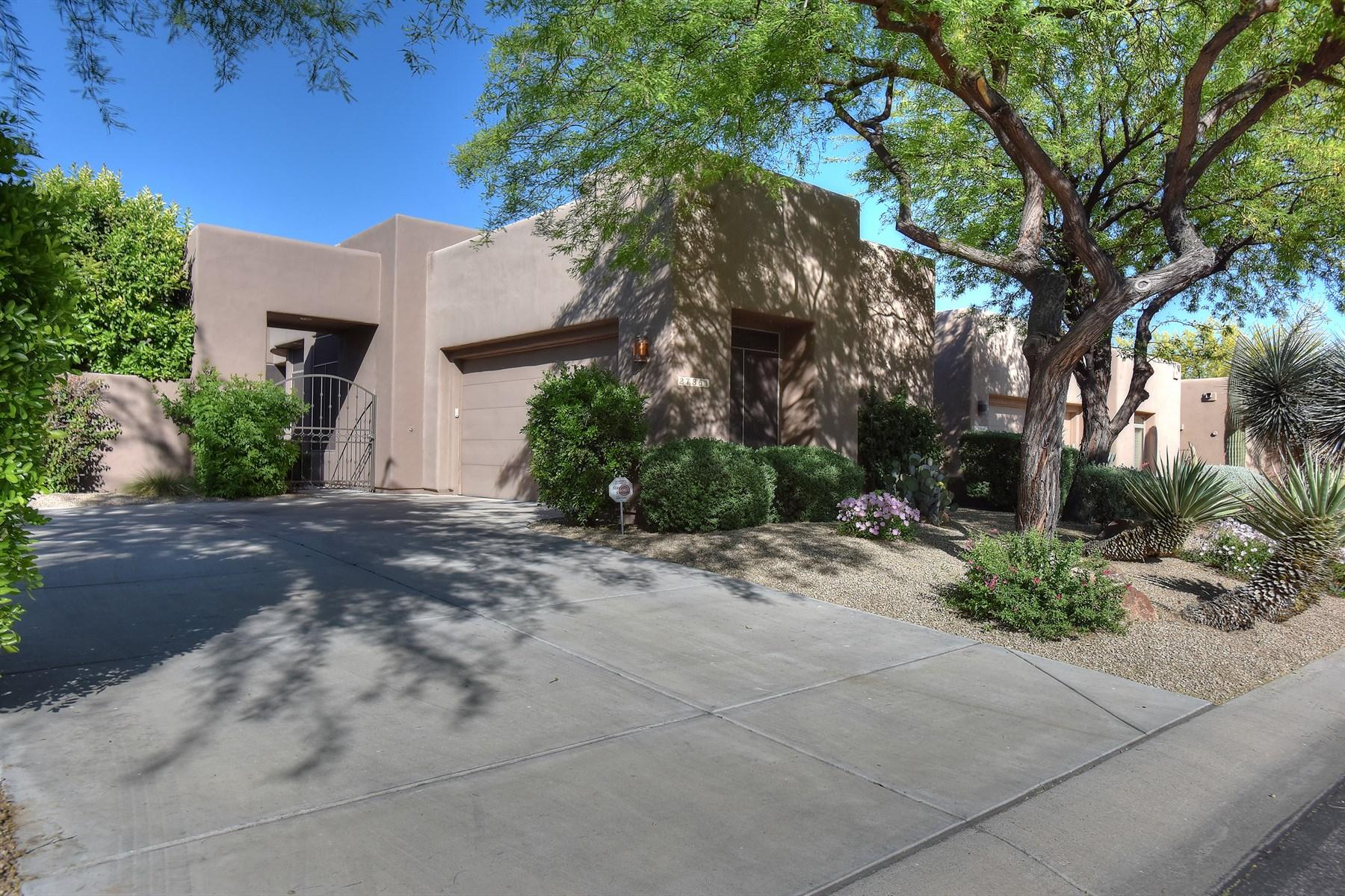 Nhà ở một gia đình vì Bán tại Immaculate, updated & sophisticated gated Troon living. 27861 N 108TH WAY Scottsdale, Arizona 85262 Hoa Kỳ