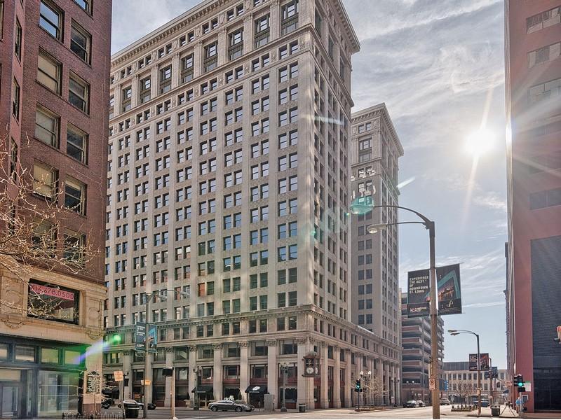 "Condominium for Sale at The ""NEW"" Marquette Condominiums 314 North Broadway, #804 St. Louis, Missouri 63102 United States"