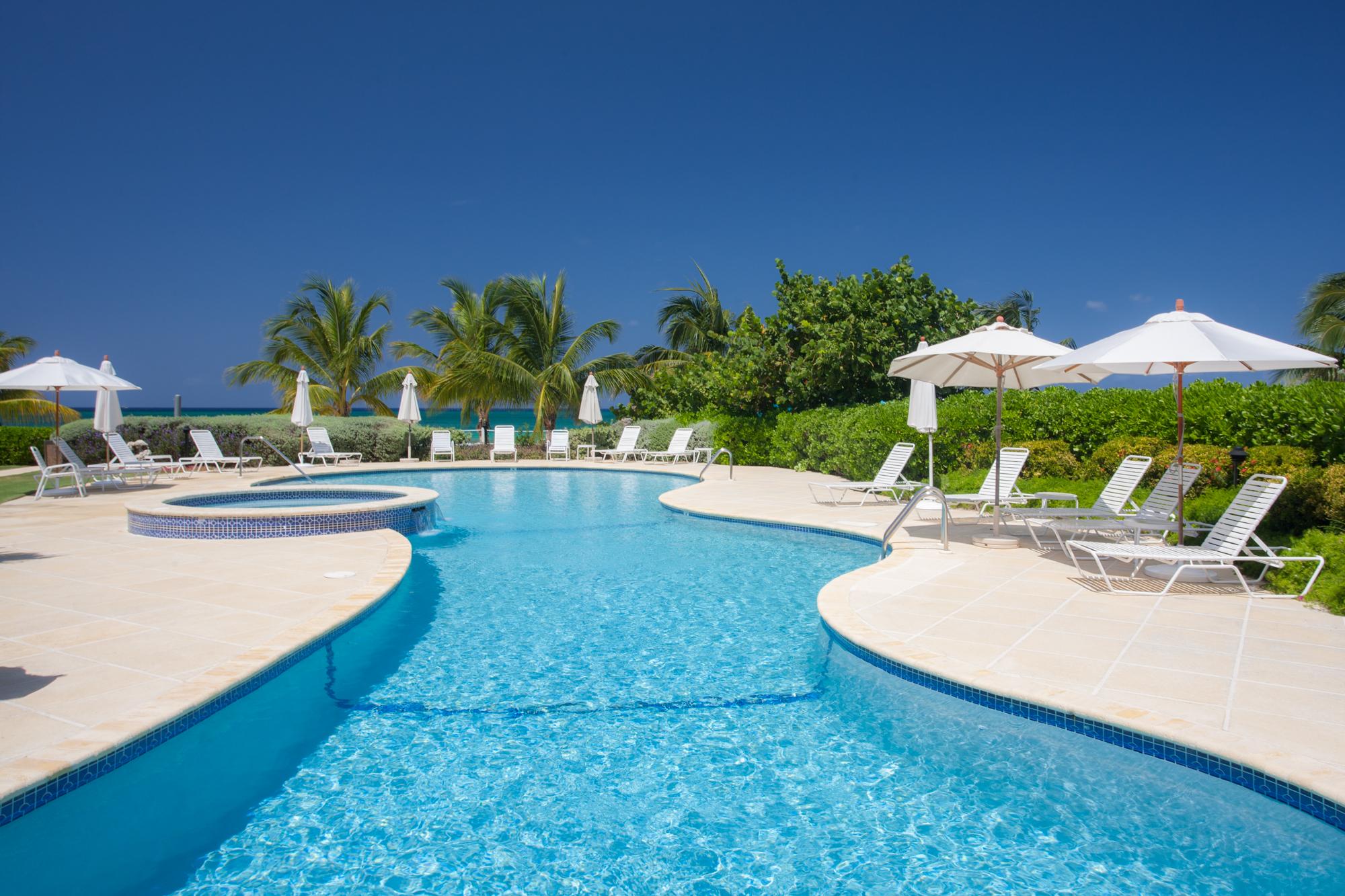 共管式独立产权公寓 为 出租 在 Crescent Point #8 Crescent Point W Bay Rd 七英里海峡, CAYMAN 开曼群岛