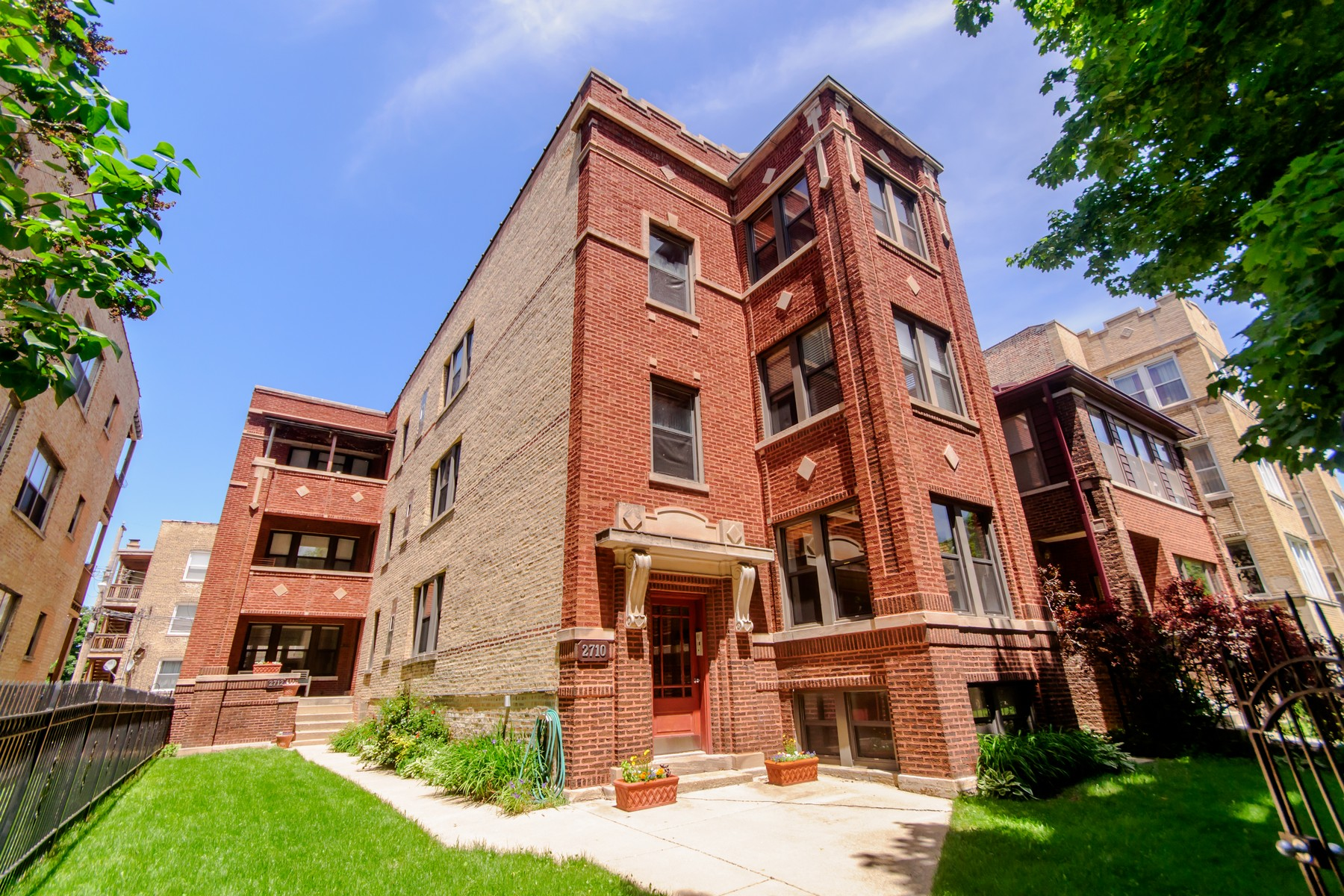 复式 为 销售 在 Ravenswood Gardens Duplex! 2710 W Leland Avenue Unit 1 Lincoln Square, 芝加哥, 伊利诺斯州, 60625 美国