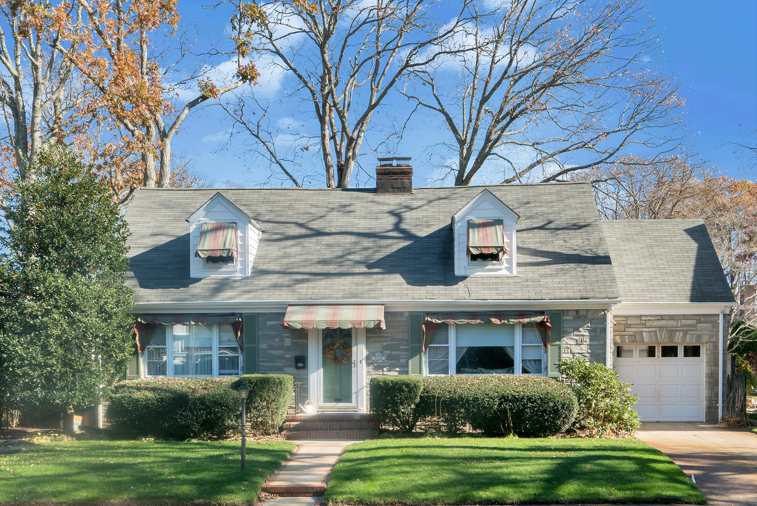Casa Unifamiliar por un Venta en Charming North End Cape! 2222 2nd Avenue Spring Lake, Nueva Jersey, 07762 Estados Unidos