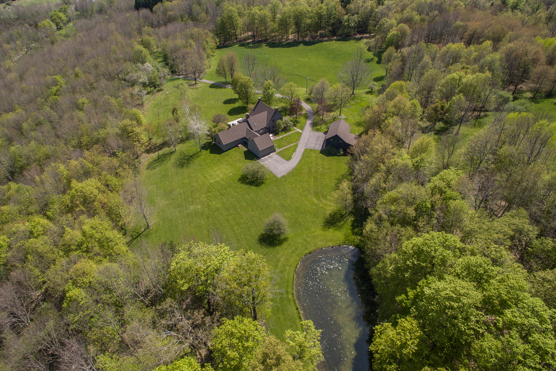 Additional photo for property listing at Springmeadows 275  Keys Road Cooperstown, New York 13326 États-Unis