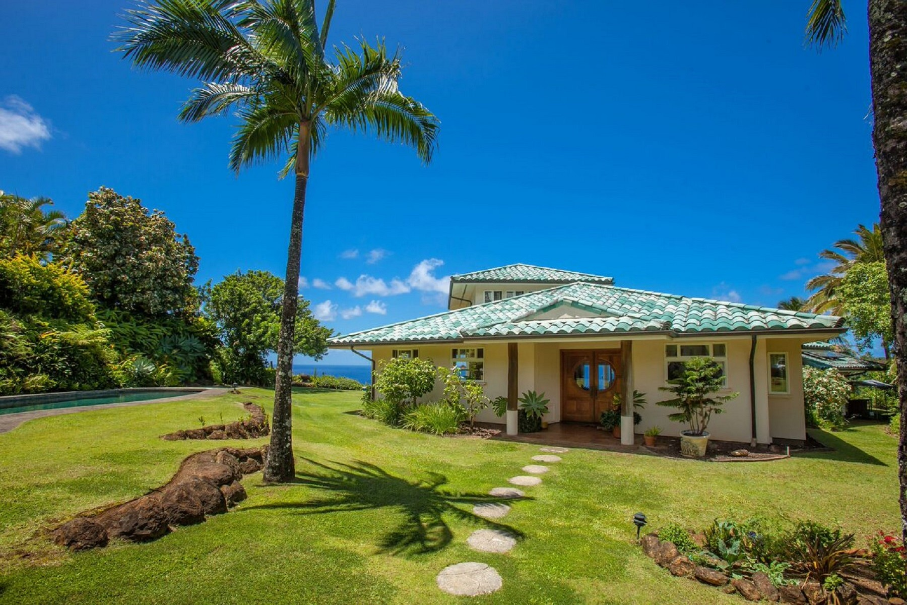 Vivienda unifamiliar por un Venta en Oceanfront Oasis On Heavenly Maui 85 E. Waipio Road Haiku, Hawaii, 96708 Estados Unidos