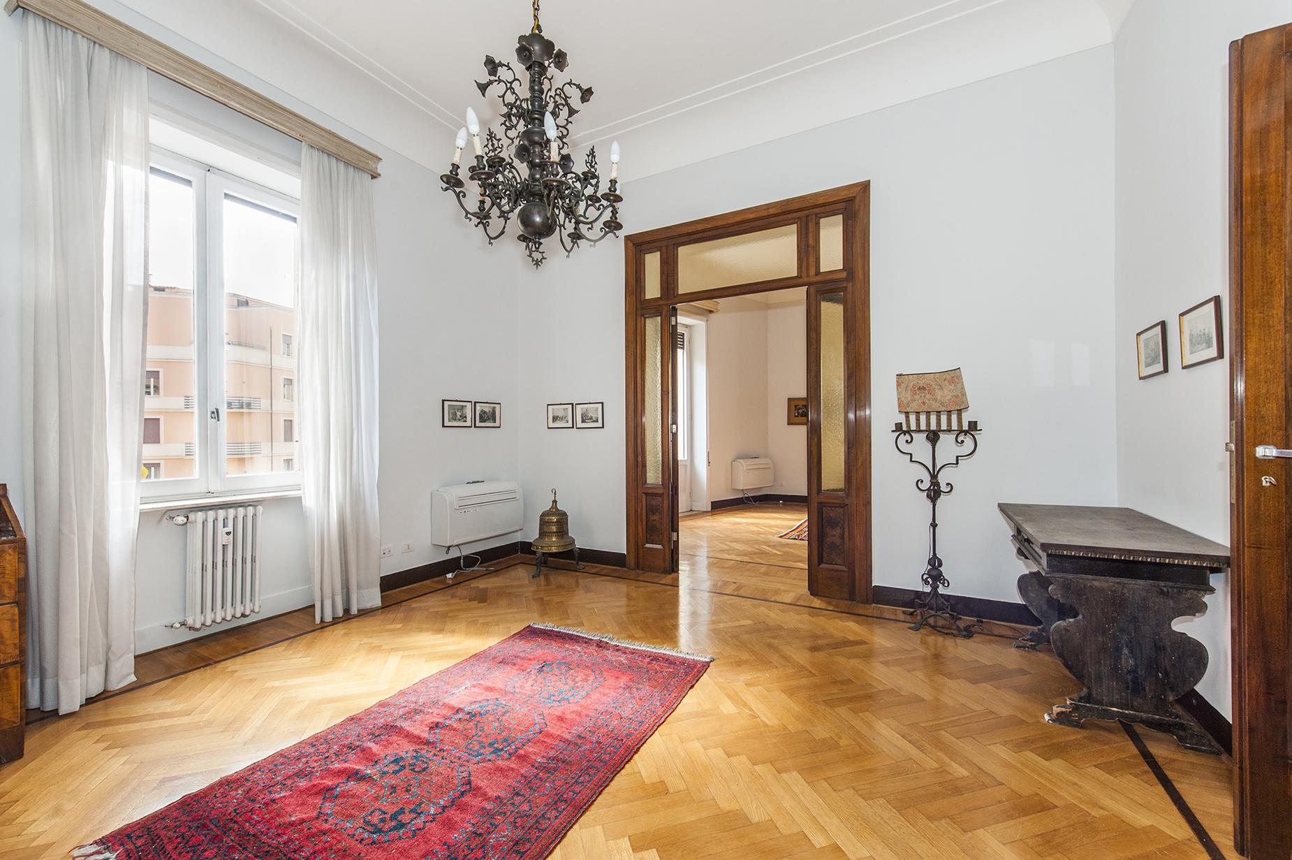 公寓 為 出售 在 Apartment ideal for entertaining close to Piazza Ungheria Via Lima Rome, 羅馬, 00198 義大利