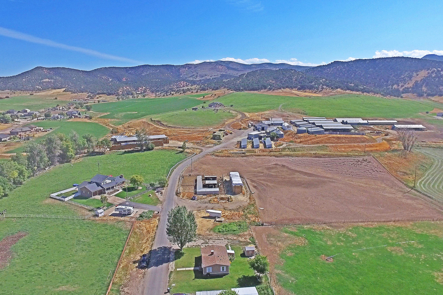 Ferme / Ranch / Plantation pour l Vente à 295 Acres with Homes, Barns & Water Rights 295 Acres Coalville UT Coalville, Utah, 84017 États-Unis