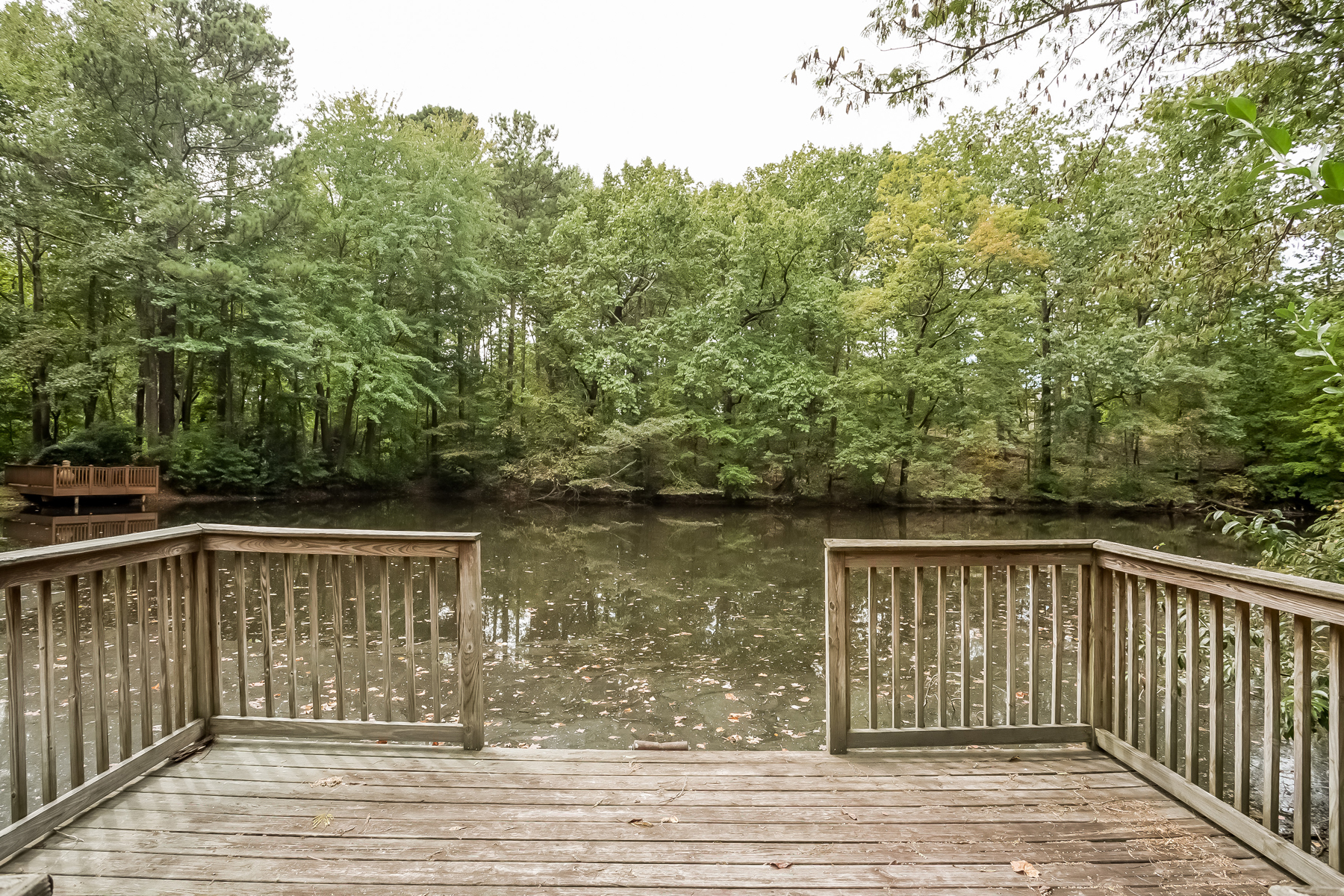 Additional photo for property listing at Beautiful Home, Located On Private Lake In Heards Ferry 12 Spring Oaks Court Sandy Springs, Γεωργια 30327 Ηνωμενεσ Πολιτειεσ