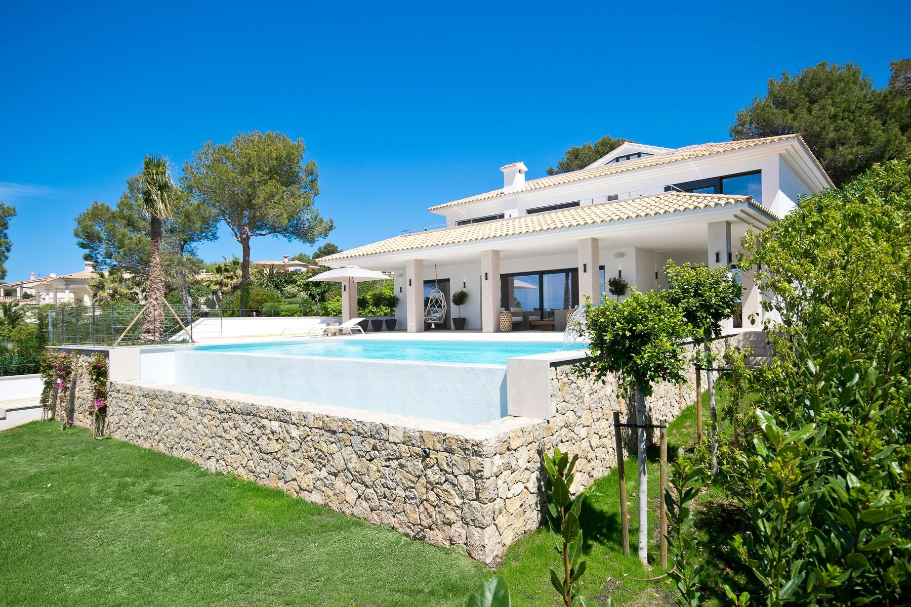 一戸建て のために 売買 アット Villa in a sought-after area with fantastic views Santa Ponsa, マヨルカ 07180 スペイン