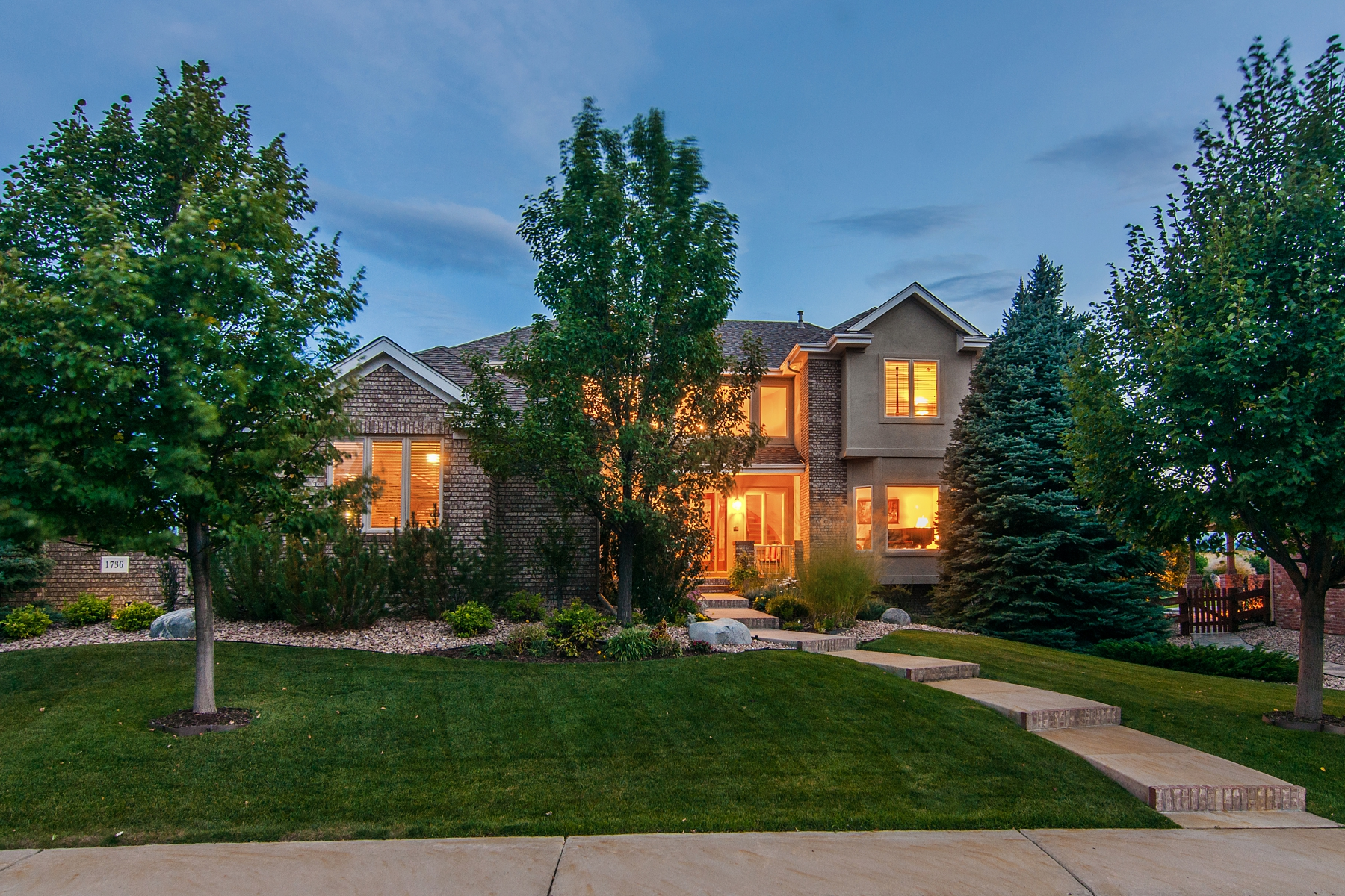 Single Family Home for Active at Stunning mountain views from this beautiful semi-custom home 1736 Ridgecrest Way Highlands Ranch, Colorado 80129 United States