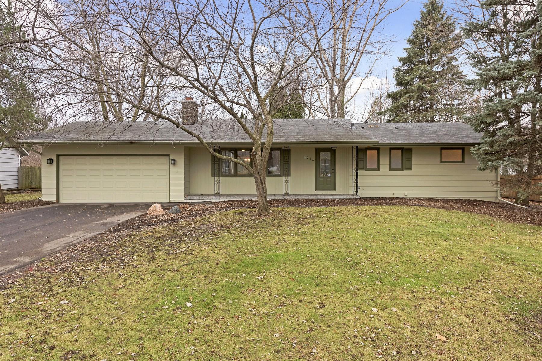 Villa per Vendita alle ore 8016 Dakota Avenue Chanhassen, Minnesota 55317 Stati Uniti