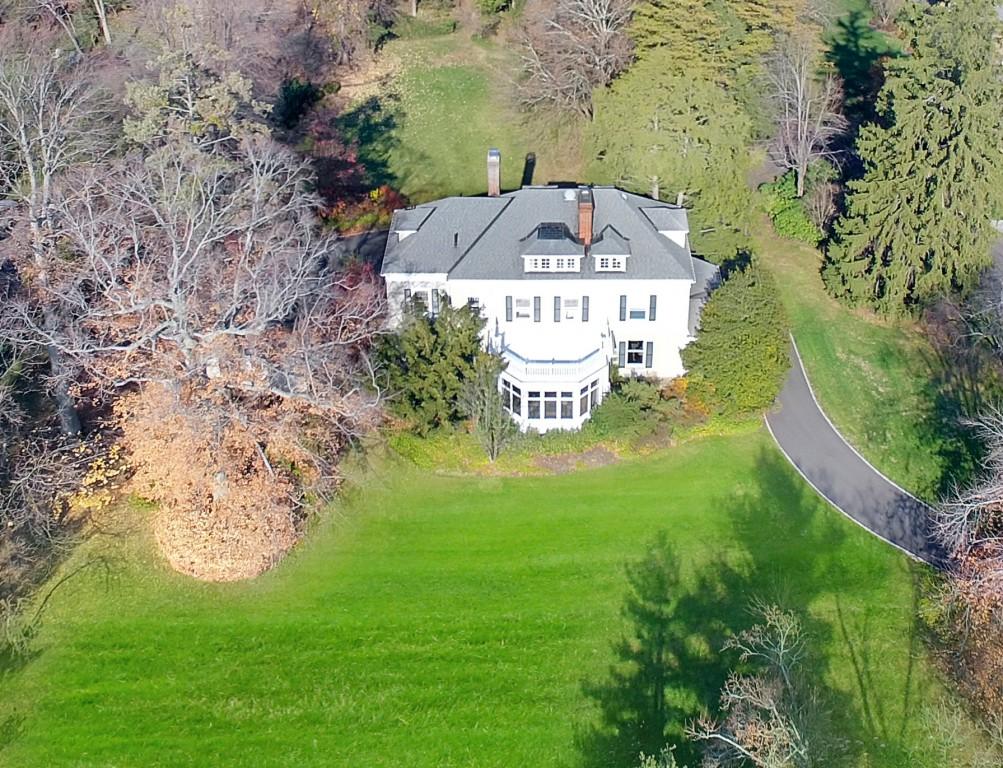 Maison unifamiliale pour l Vente à Majestic Colonial 94 Knollwood Road Short Hills, New Jersey, 07078 États-Unis