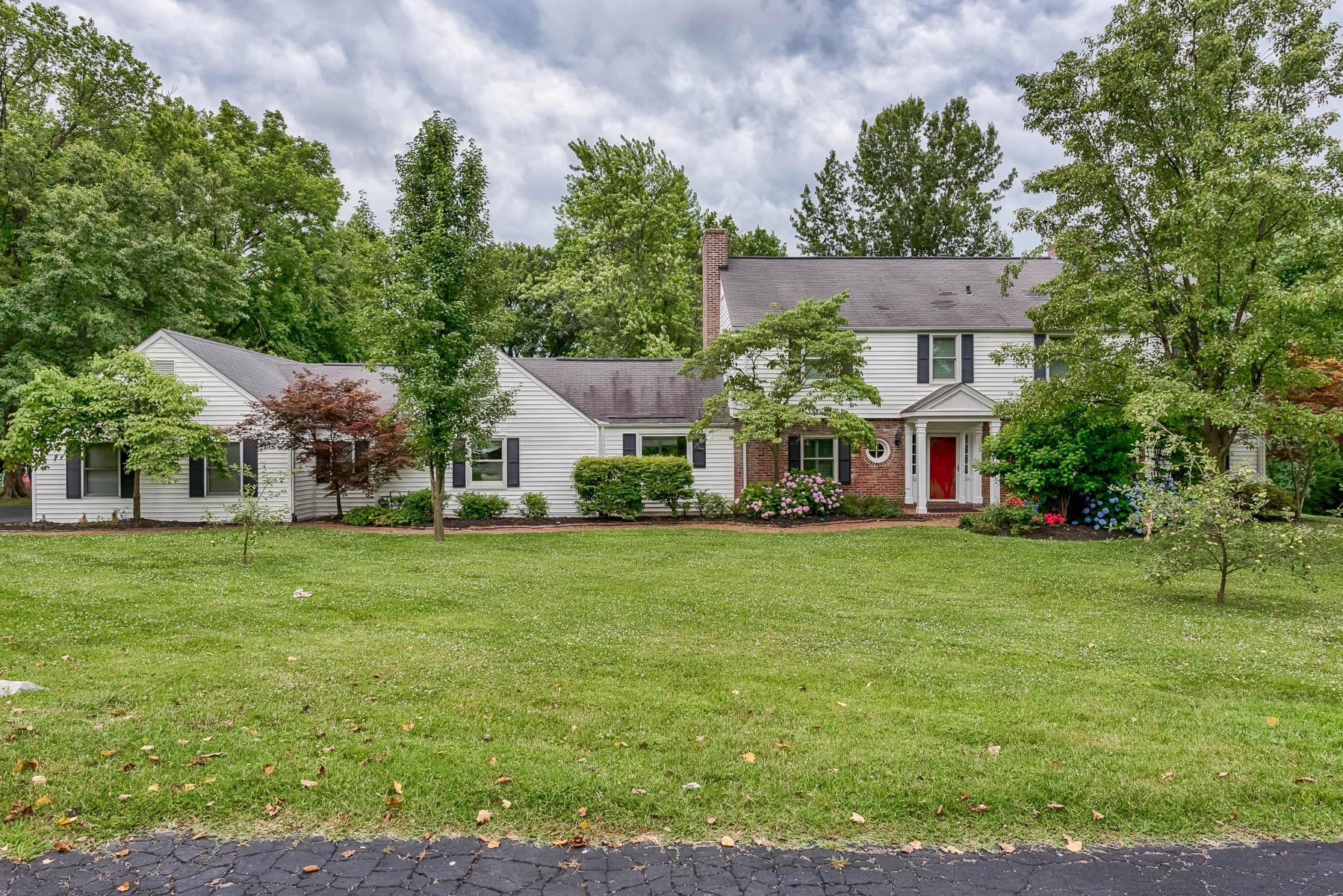 Casa para uma família para Venda às Colonial Hills 16 Colonial Hills Parkway Creve Coeur, Missouri, 63141 Estados Unidos