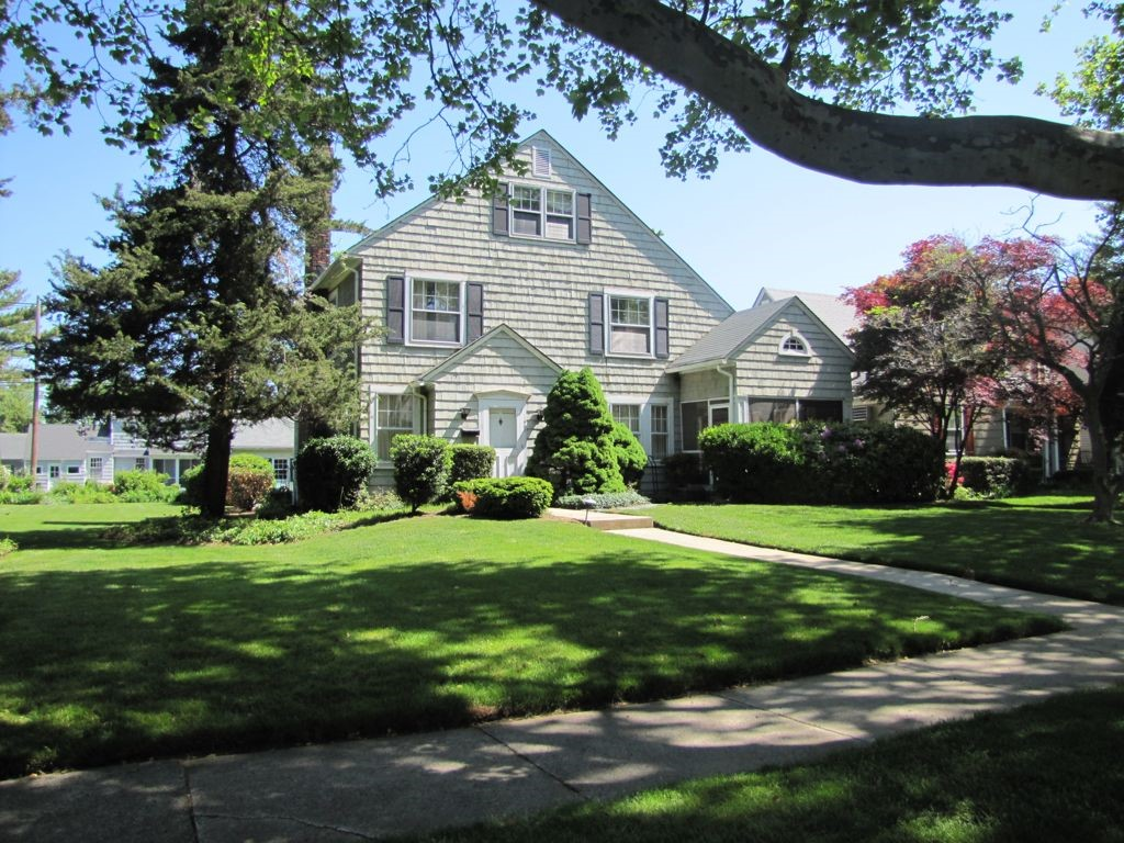 Villa per Vendita alle ore Picturesque Location in Sea Girt 507 Philadelphia Boulevard Sea Girt, New Jersey 08750 Stati Uniti