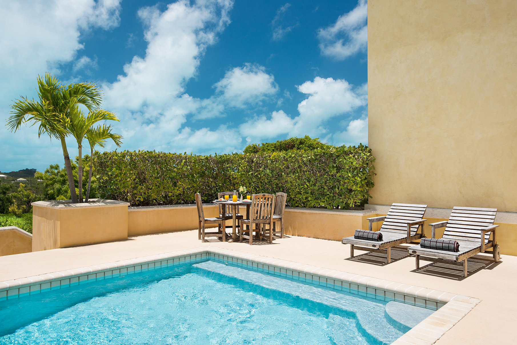 Additional photo for property listing at The Venetian Apartment Complex Cheshire Hall, Providenciales Îles Turques Et Caïques
