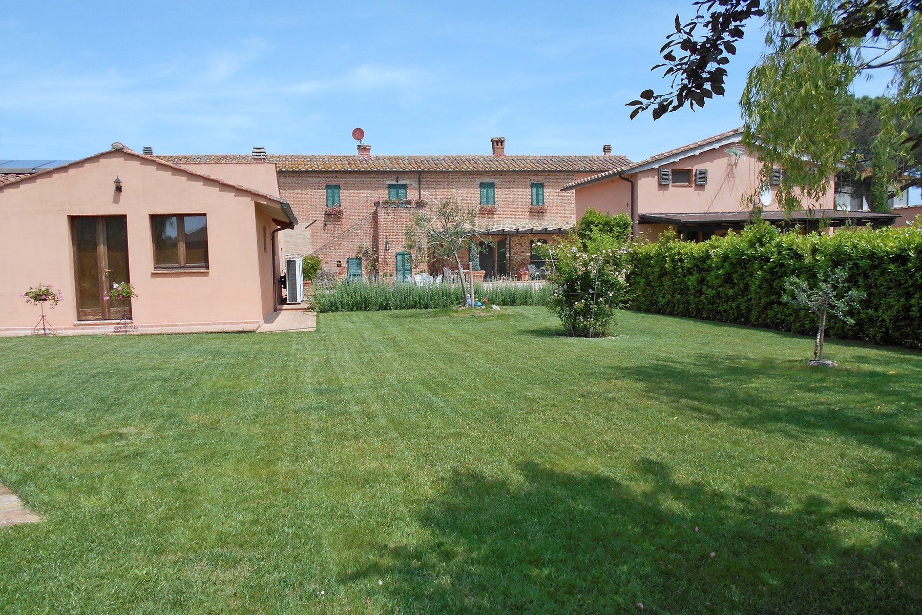 Additional photo for property listing at Exclusive property with pool and tennis court Località Ferretto Other Perugia, Perugia 06010 Italia