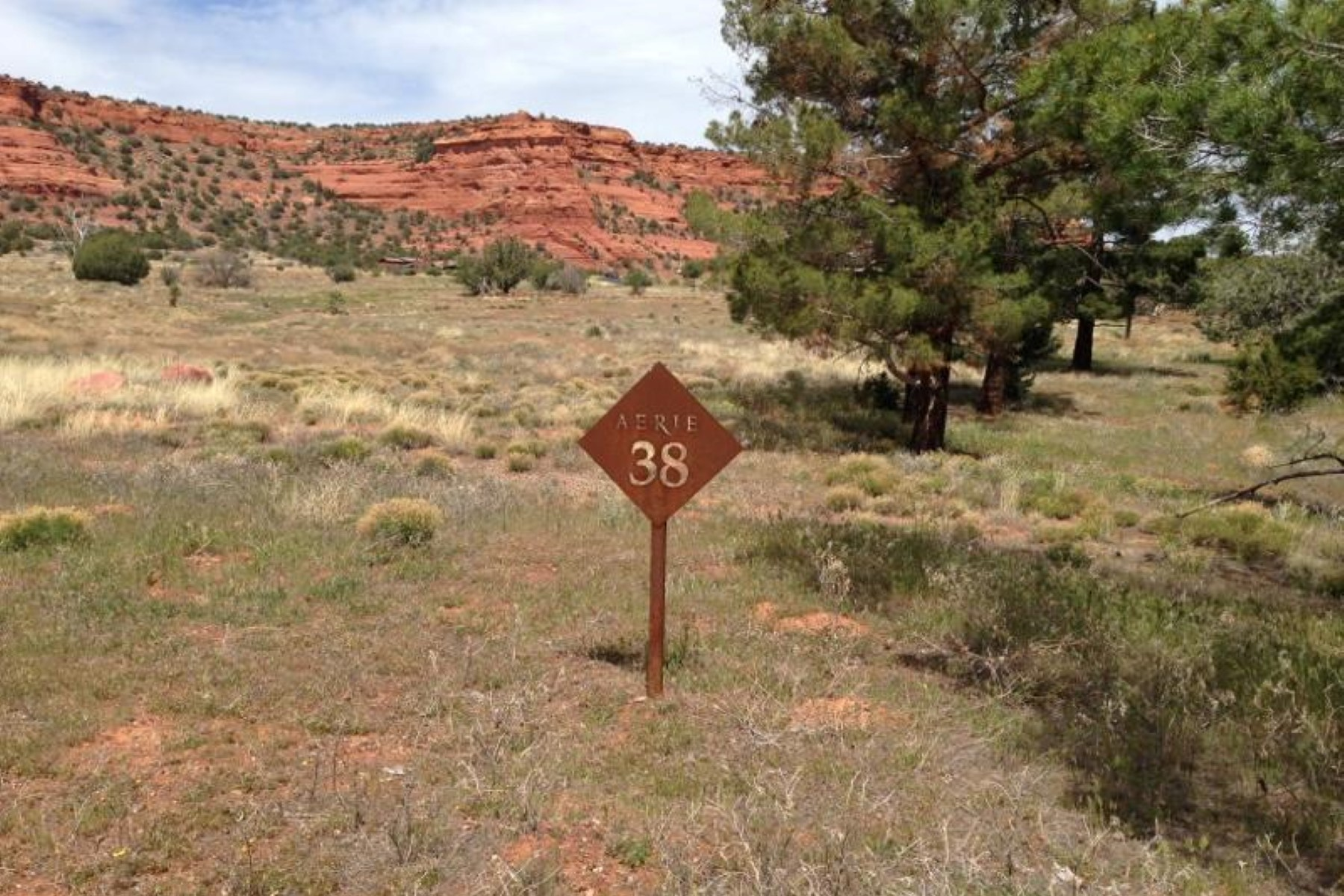 Land für Verkauf beim Central 2.9 acre lot with expansive views of Doe Mountain and Cockscomb. 345 Aerie RD Sedona, Arizona 86336 Vereinigte Staaten