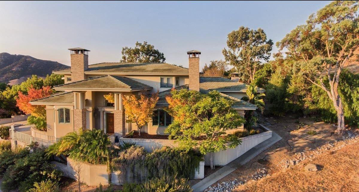 Single Family Home for Sale at Custom Home in Desirable Neighborhood 672 Oakridge Drive San Luis Obispo, California 93401 United States