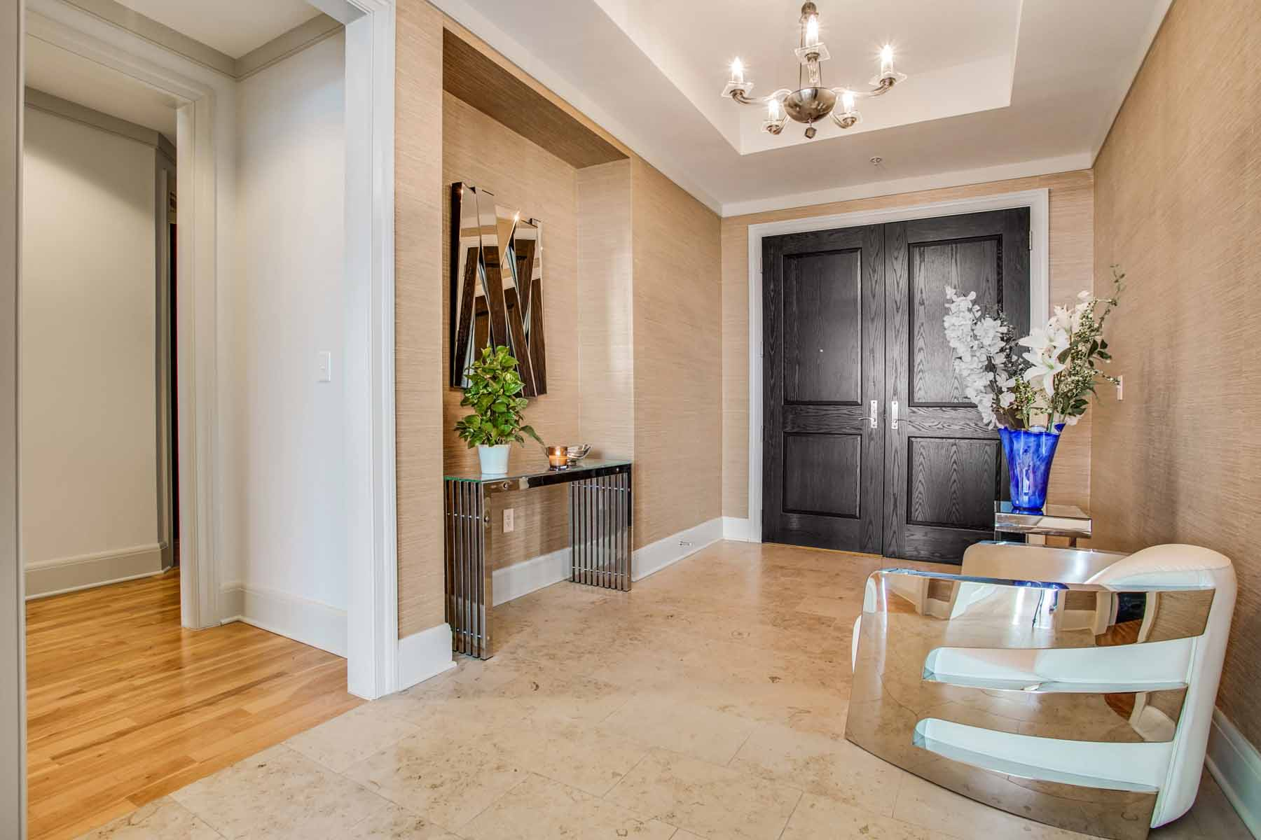 Additional photo for property listing at RARE RESALE OPPORTUNITY TO OWN IN SOVEREIGN 3344 Peachtree Road NE No. 4202 Atlanta, Georgia 30326 Stati Uniti