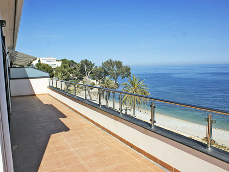 Căn hộ vì Bán tại Exceptionally located Luxury Seafront Duplex Penthouse with direct beach access Cap Negret Altea, Alicante Costa Blanca 03590 Tây Ban Nha