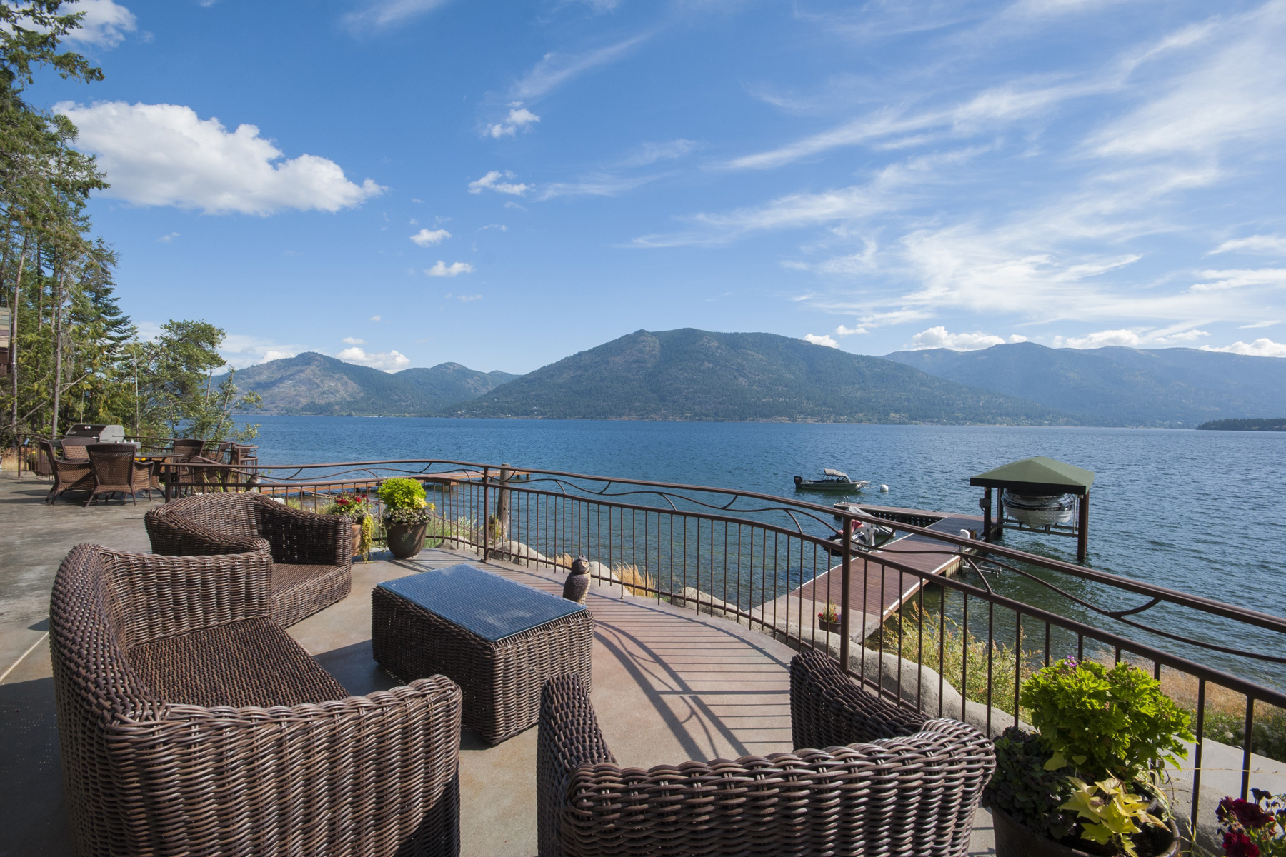 Single Family Home for Sale at Sunrise Bay Luxury Waterfront 609 Sunrise Bay Rd Sagle, Idaho 83860 United States