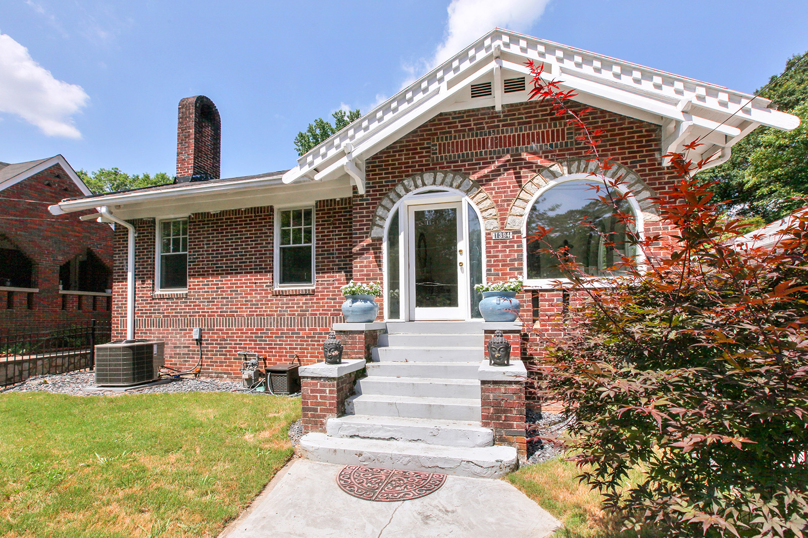 一戸建て のために 売買 アット Adorable hill-top bungalow with pool and hot tub! 1394 Monroe Drive Morningside, Atlanta, ジョージア 30324 アメリカ合衆国