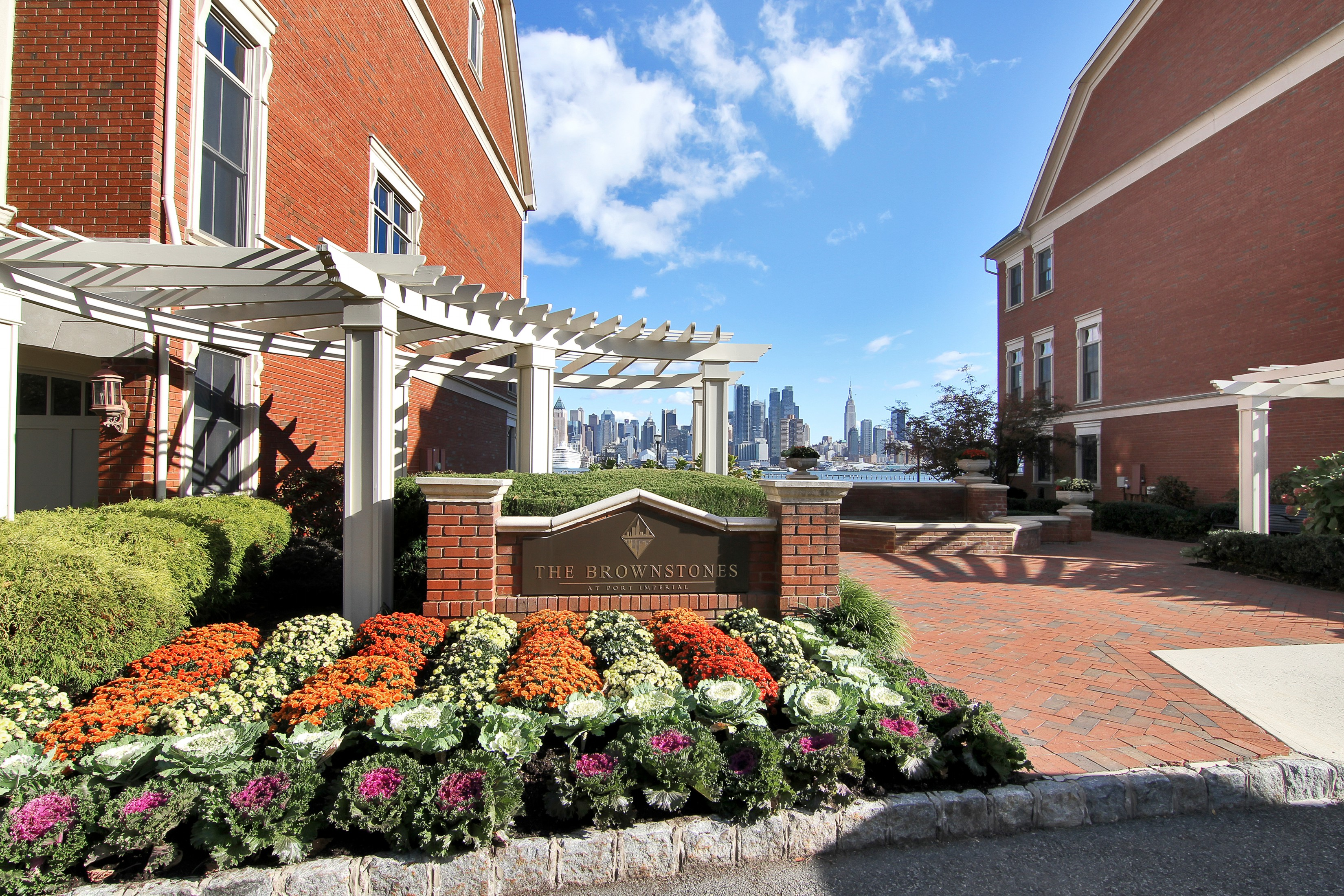 Таунхаус для того Аренда на Brownstone at Port Imperial! 31 Regency Place #31 Weehawken, 07086 Соединенные Штаты