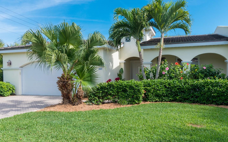 共管式独立产权公寓 为 销售 在 Spectacular Courtyard Pool Home in Baytree 8489 Oak Leaf Ln #4 维罗海滩, 佛罗里达州, 32963 美国